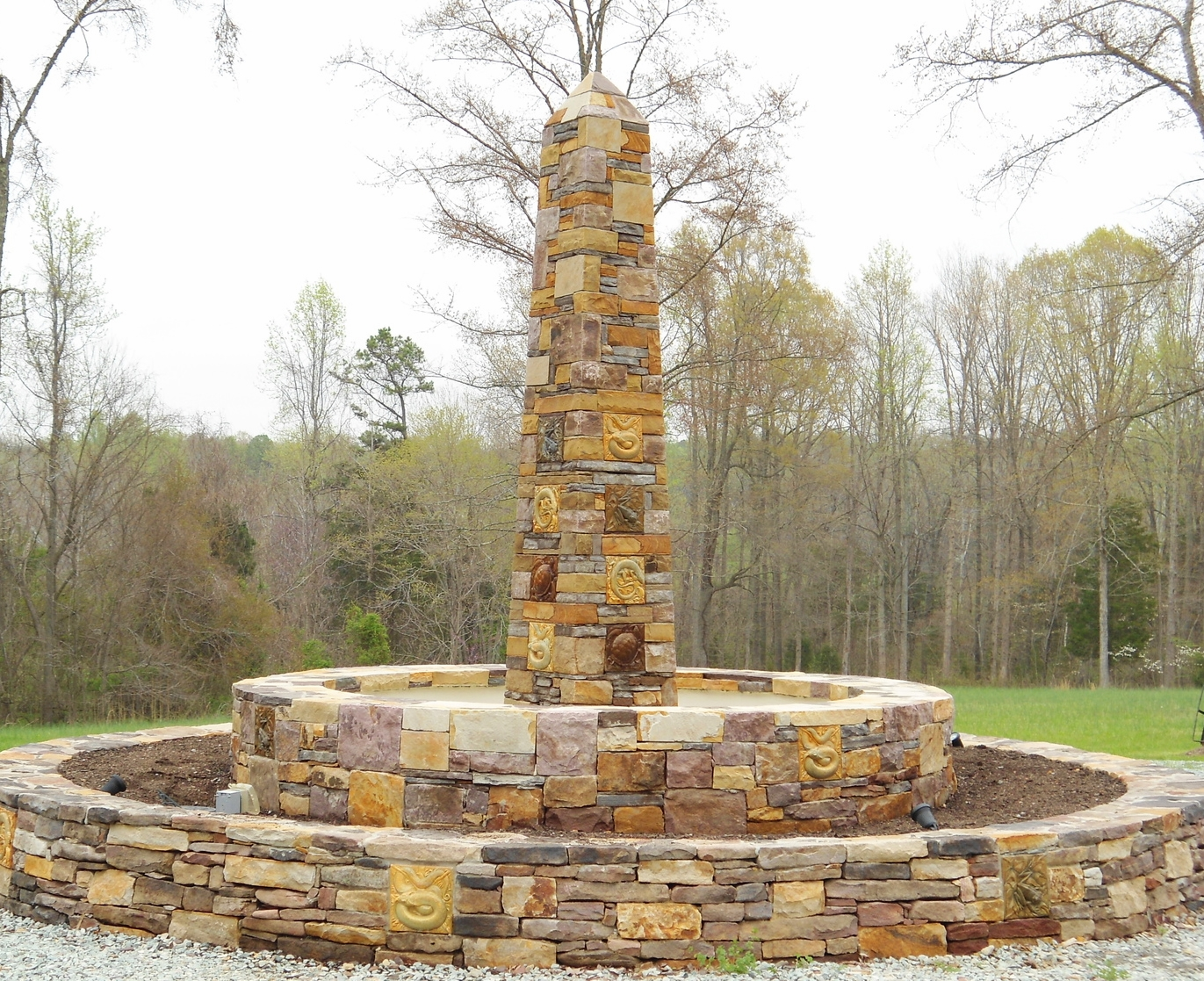 Blended building stone obelisk with tile accents