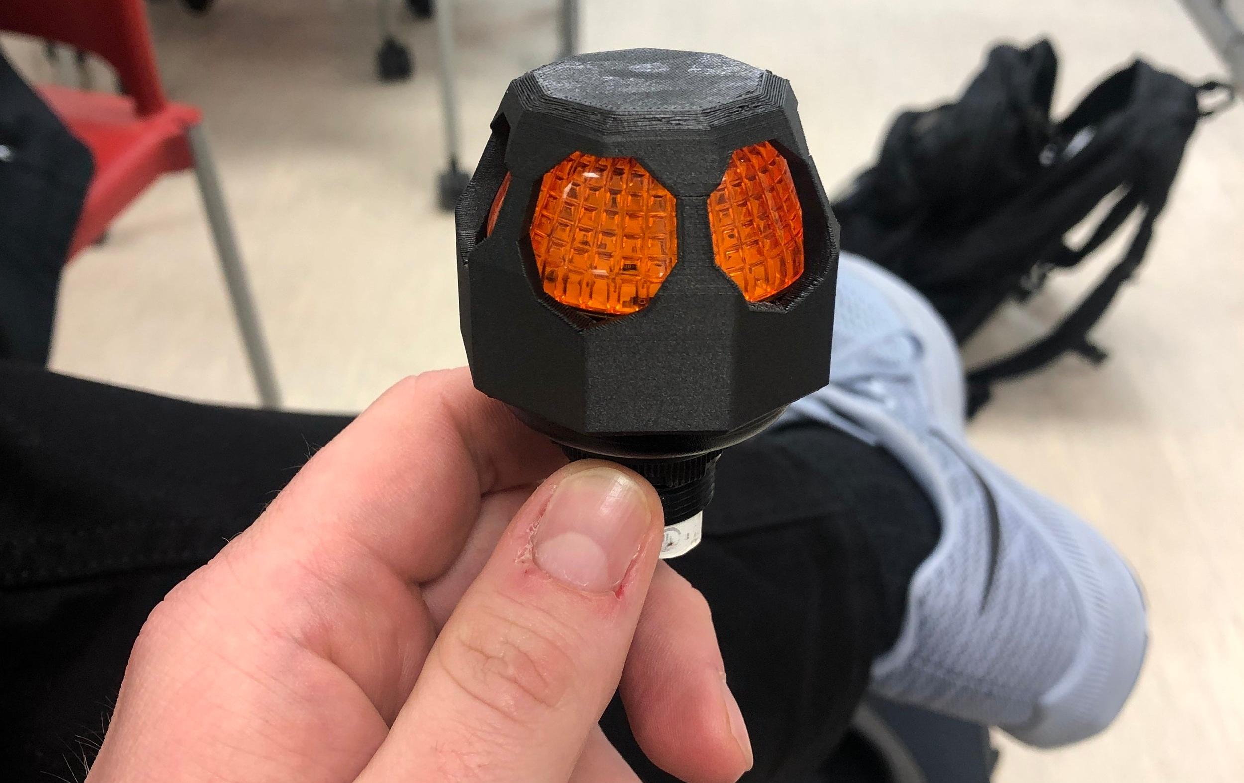 Robot Signal Light - Still signals, but now 148% more black!