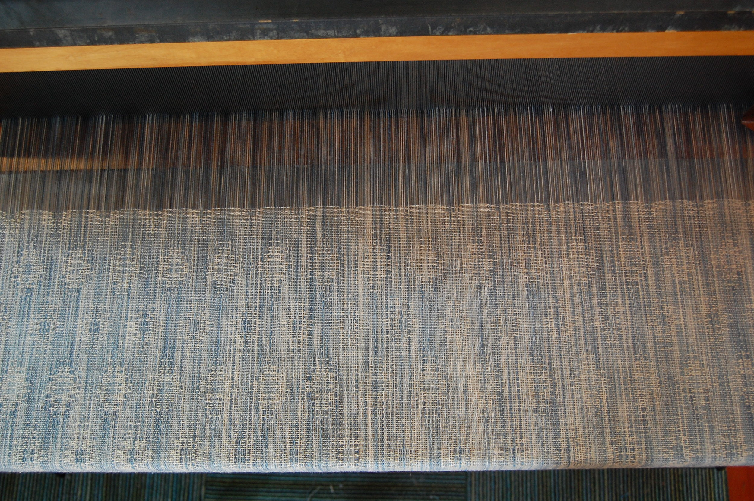 Indigo v. 2 Blueprint with natural hemp/cotton weft 4.65 meters - shown here during weaving