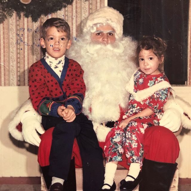 Merry Christmas from me and my sis in '92. Pretty sure this was the year I asked the big man for a magic lamp... didn't happen. 🎅🏽 🧞‍♂️ #Aladdin #tbt