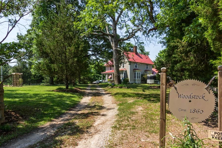 Farm / Apiary / Home - 1860s Farmhouse, 16 acres of land, 2-acre fishing pond. All bee-autiful!