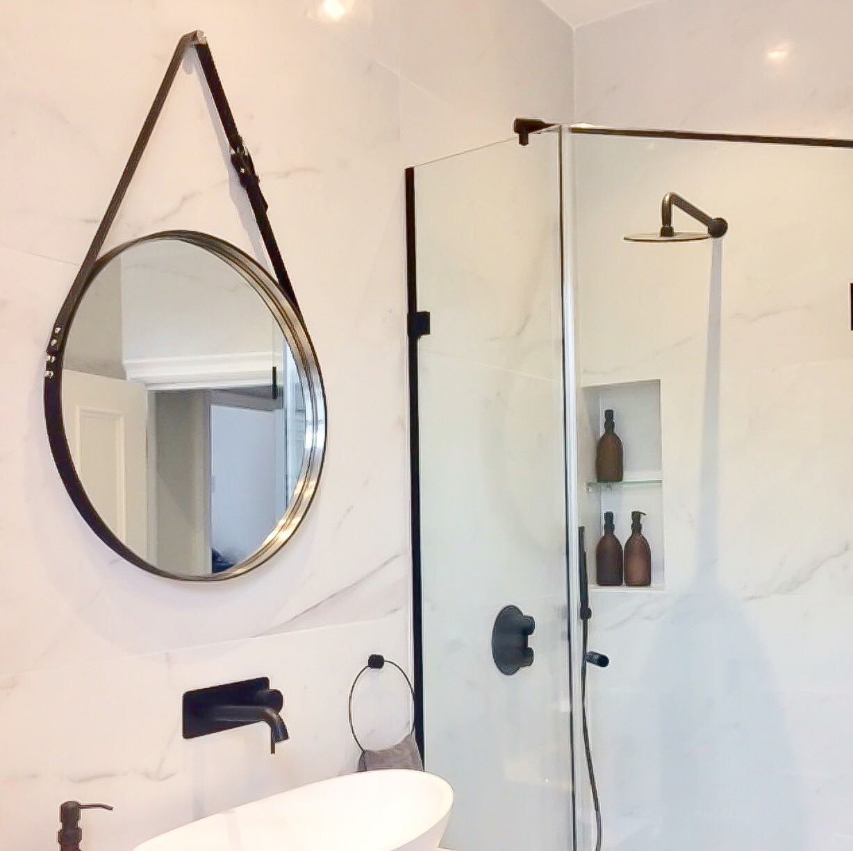 Gorgeous black and white marble bathroom in London