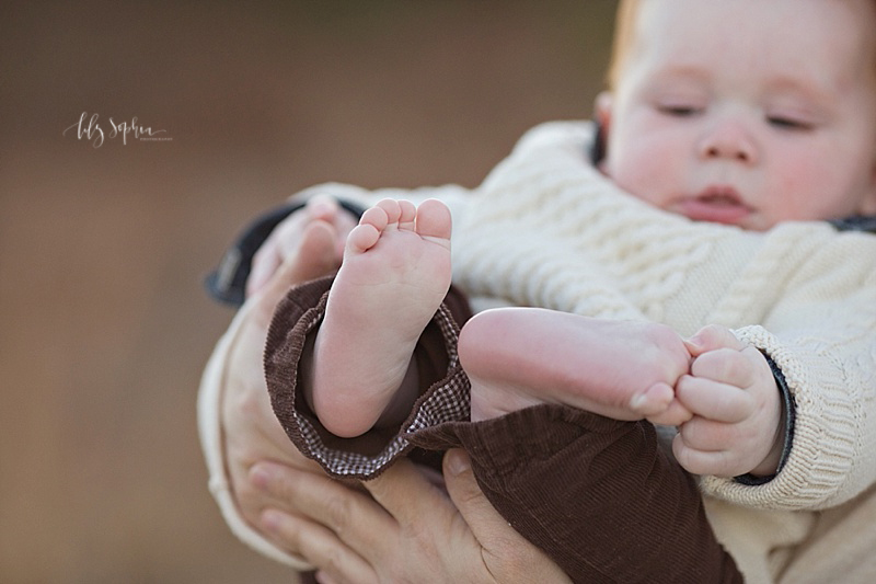 atlanta-baby-pics-toes-six-months-outside-natural-light-photography-family-photos