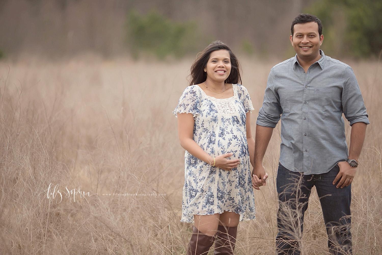 atlanta-pregnancy-photographer-indian-outdoors-natural-light-field-maternity-photos-photoshoot