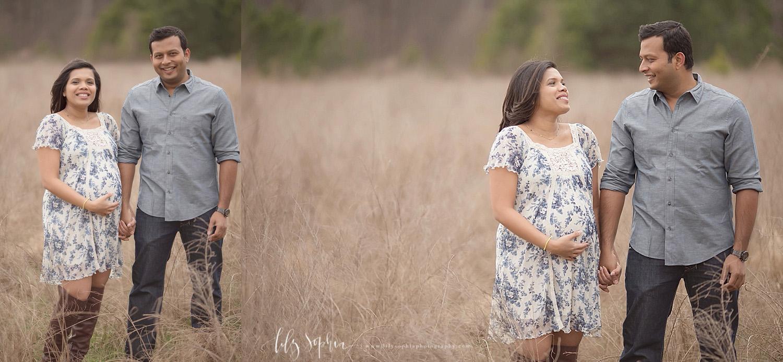 natural-couples-shoot-maternity-pregnancy-pics-atlanta-indian-photographer-organic-field-outside-happy