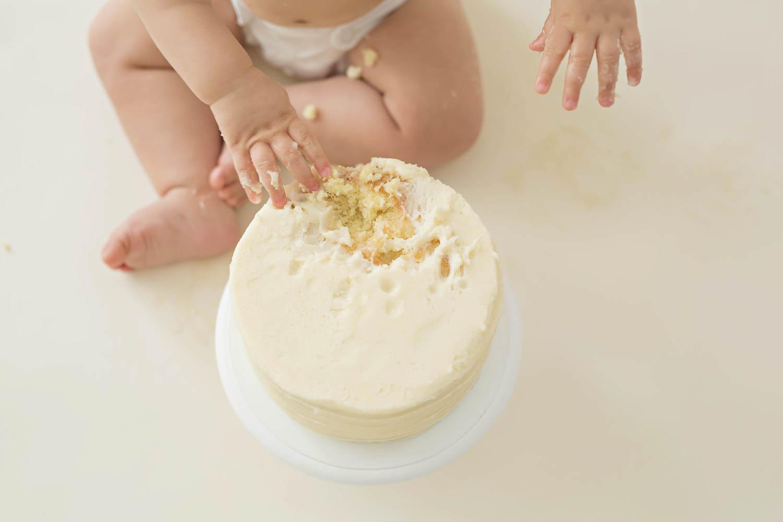 ATLANTA_SMASH_CAKE_FIRST_BIRTHDAY_BABY_PHOTOGRAPHY-11.jpg