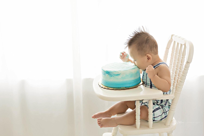 atlanta-georgia-natural-light-studio-intown-first-birthday-cake-smash-baby-boy-big-brother-lawrenceville_3186.jpg