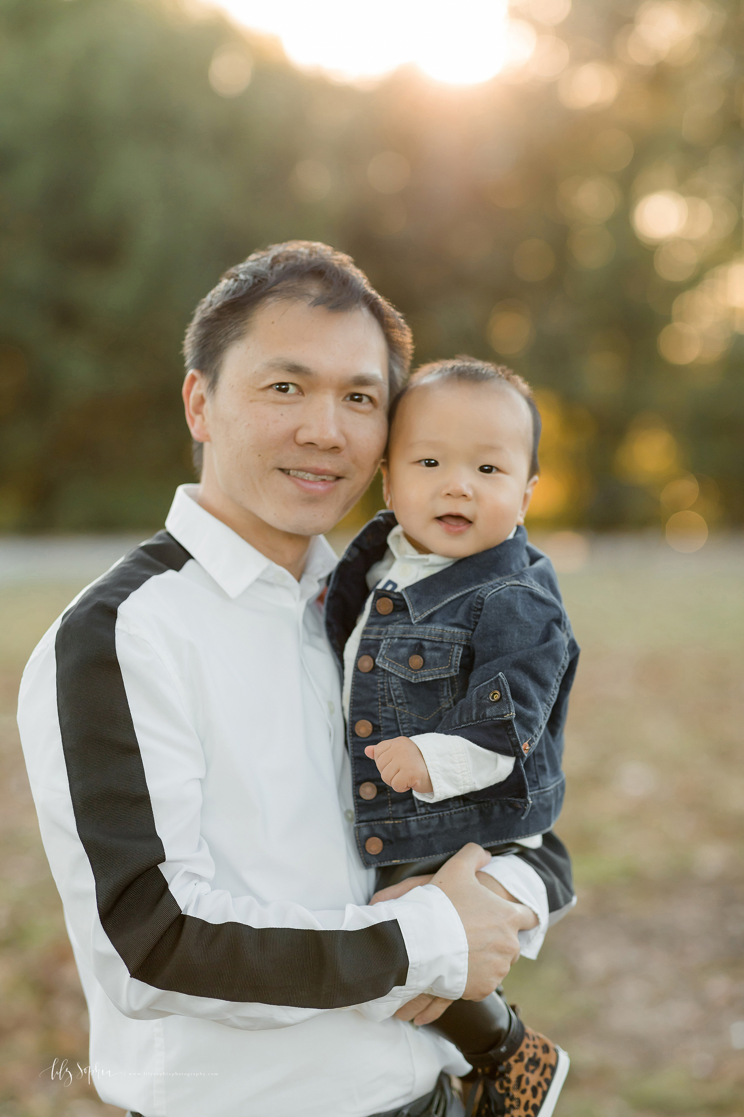 atlanta-buckhead-brookhaven-decatur-lily-sophia-photography--photographer-portraits-grant-park-intown-park-sunset-first-birthday-cake-smash-one-year-old-outdoors-cool-asian-american-family_0082.jpg