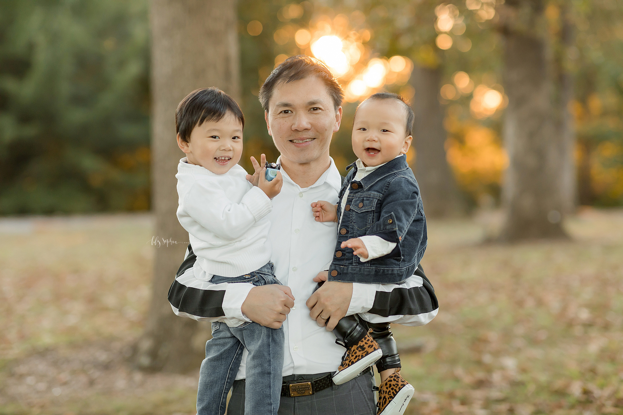 atlanta-buckhead-brookhaven-decatur-lily-sophia-photography--photographer-portraits-grant-park-intown-park-sunset-first-birthday-cake-smash-one-year-old-outdoors-cool-asian-american-family_0090.jpg