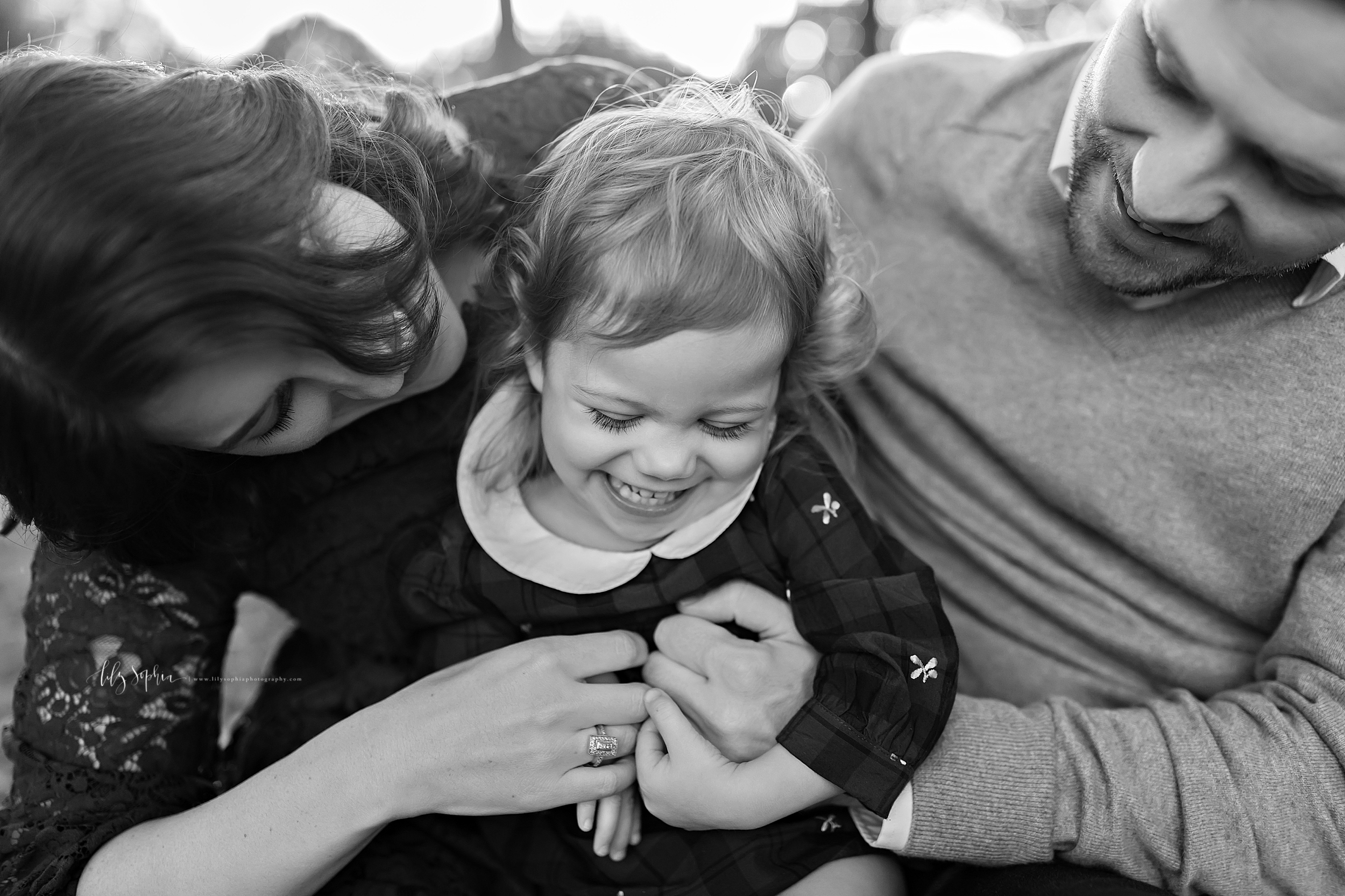 atlanta-buckhead-brookhaven-decatur-lily-sophia-photography-photographer-portraits-grant-park-intown-outdoor-family-sunset-session-toddler-baby-girl_0001.jpg