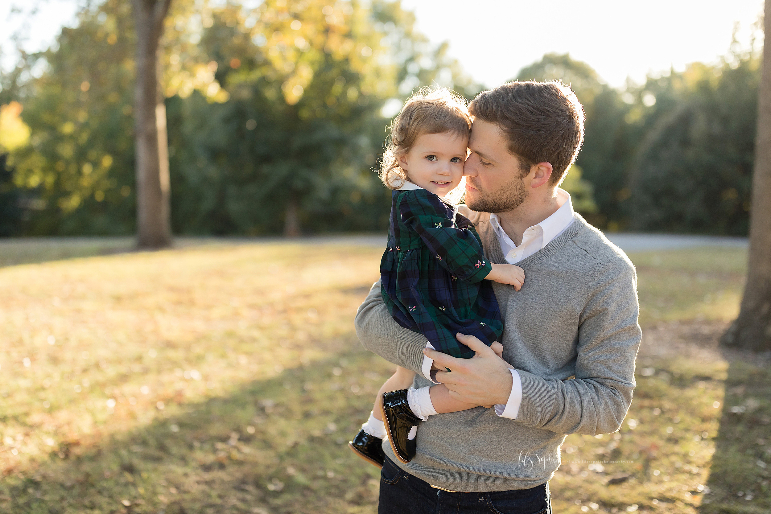 atlanta-buckhead-brookhaven-decatur-lily-sophia-photography-photographer-portraits-grant-park-intown-outdoor-family-sunset-session-toddler-baby-girl_0005.jpg