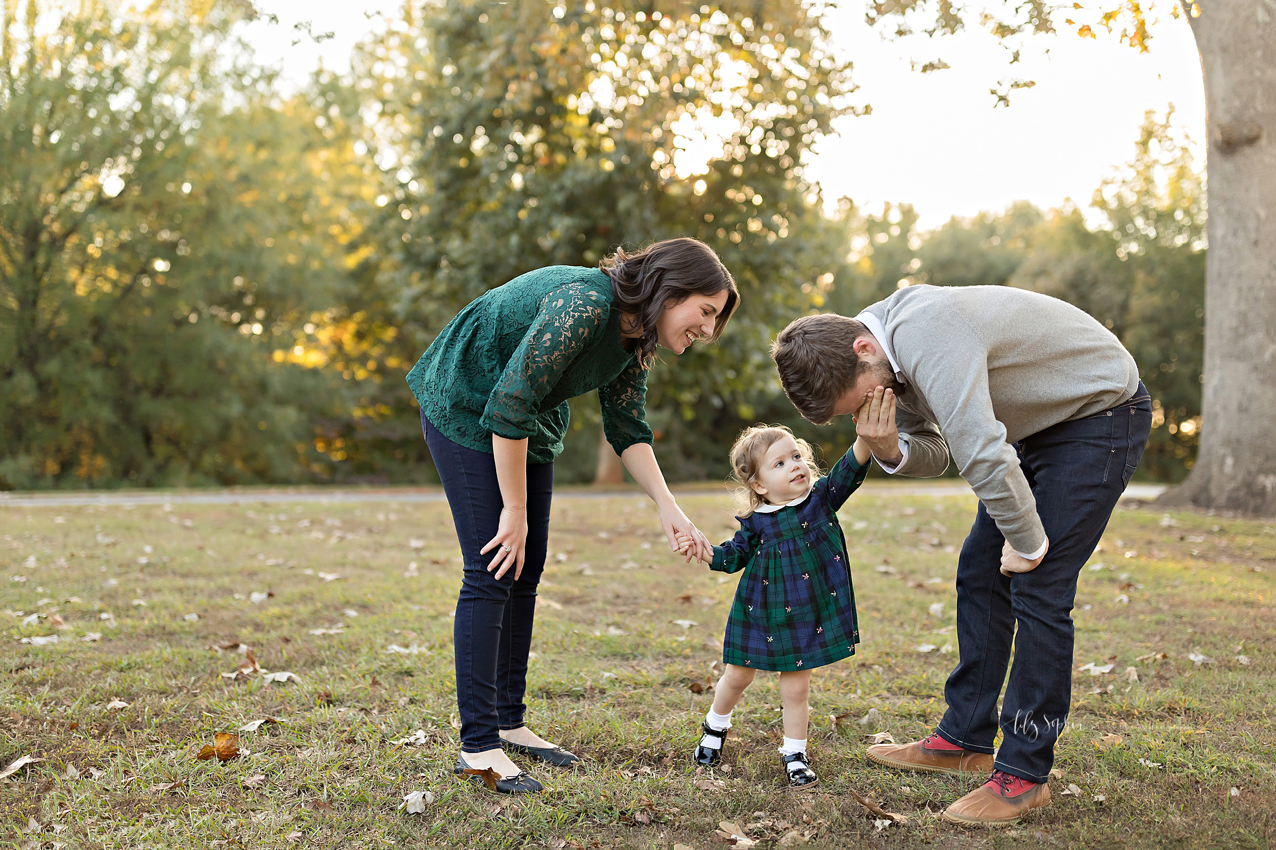 atlanta-buckhead-brookhaven-decatur-lily-sophia-photography-photographer-portraits-grant-park-intown-outdoor-family-sunset-session-toddler-baby-girl_0010.jpg