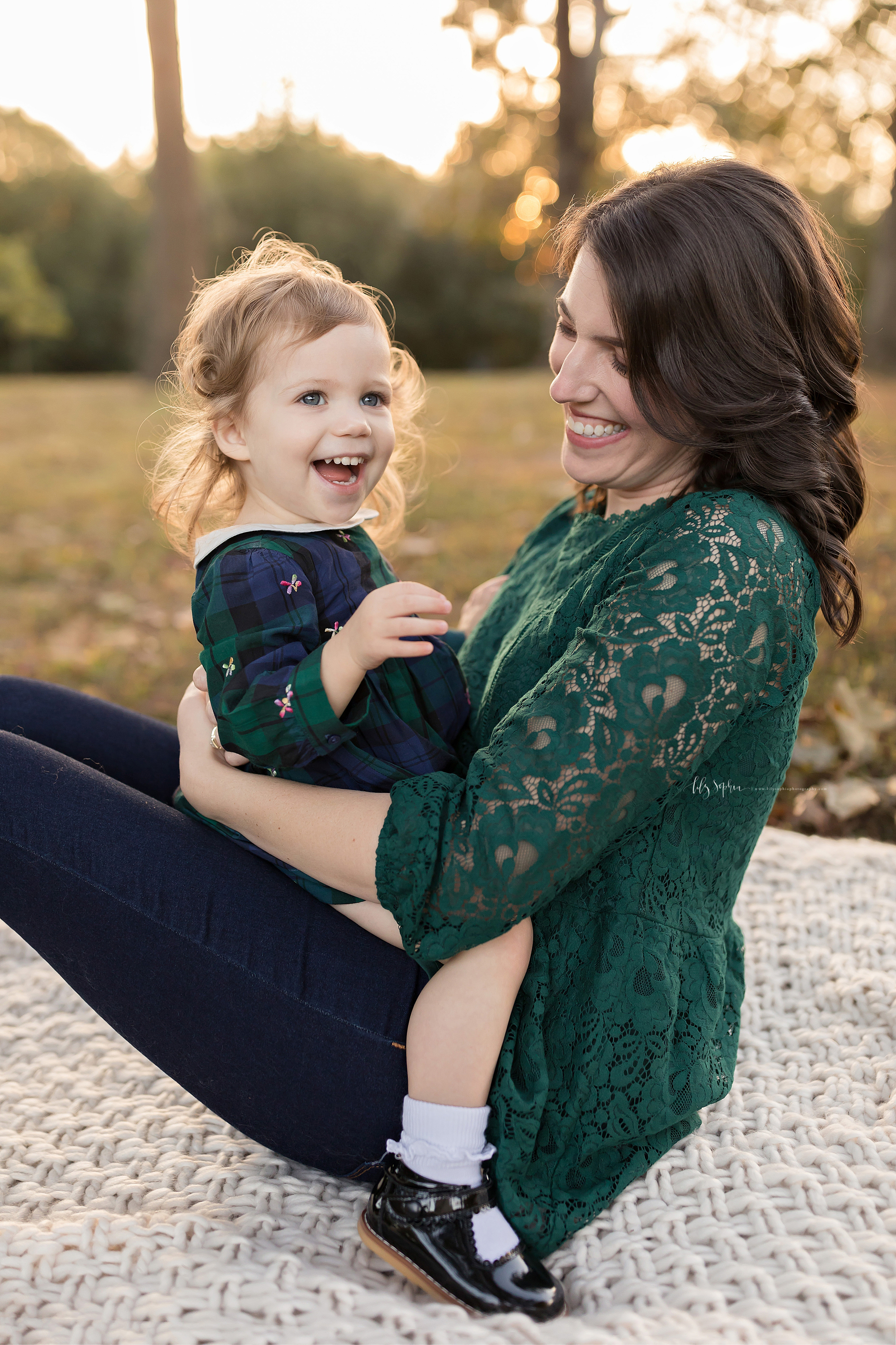 atlanta-buckhead-brookhaven-decatur-lily-sophia-photography-photographer-portraits-grant-park-intown-outdoor-family-sunset-session-toddler-baby-girl_0011.jpg