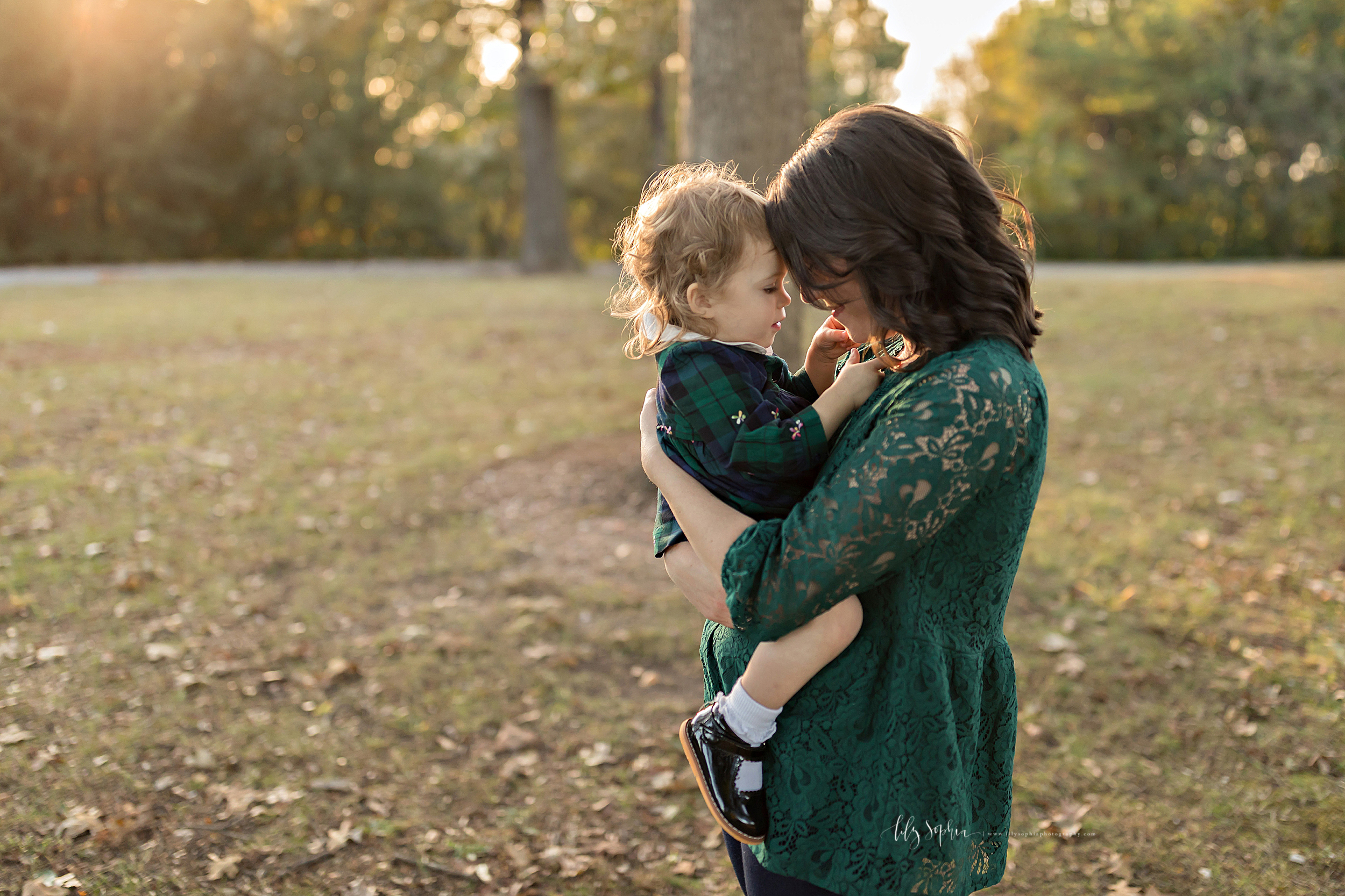 atlanta-buckhead-brookhaven-decatur-lily-sophia-photography-photographer-portraits-grant-park-intown-outdoor-family-sunset-session-toddler-baby-girl_0013.jpg