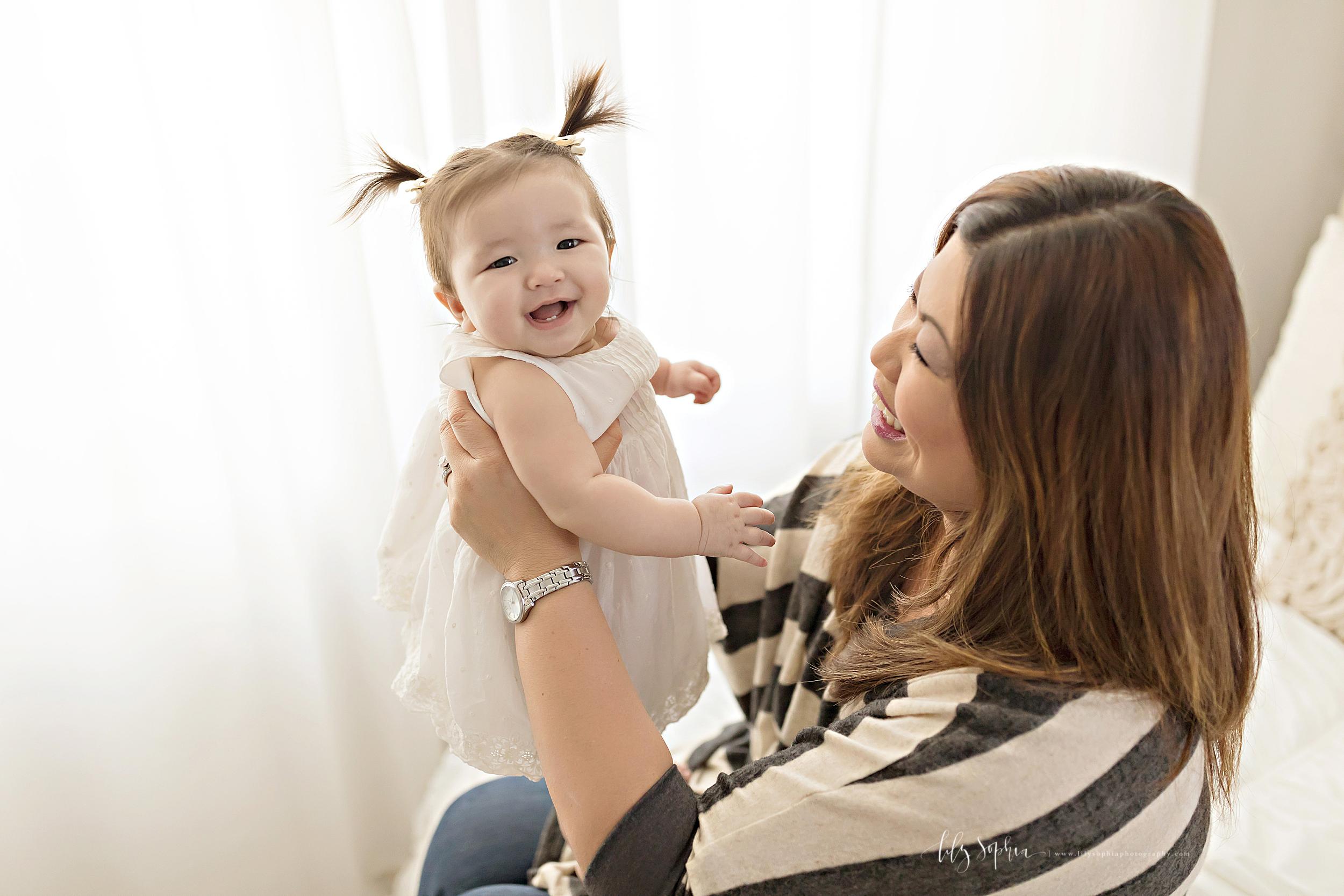 atlanta-midtown-brookhaven-decatur-lily-sophia-photography-photographer-portraits-grant-park-studio-six-month-milestone-baby-girl-big-sister-family_0109.jpg