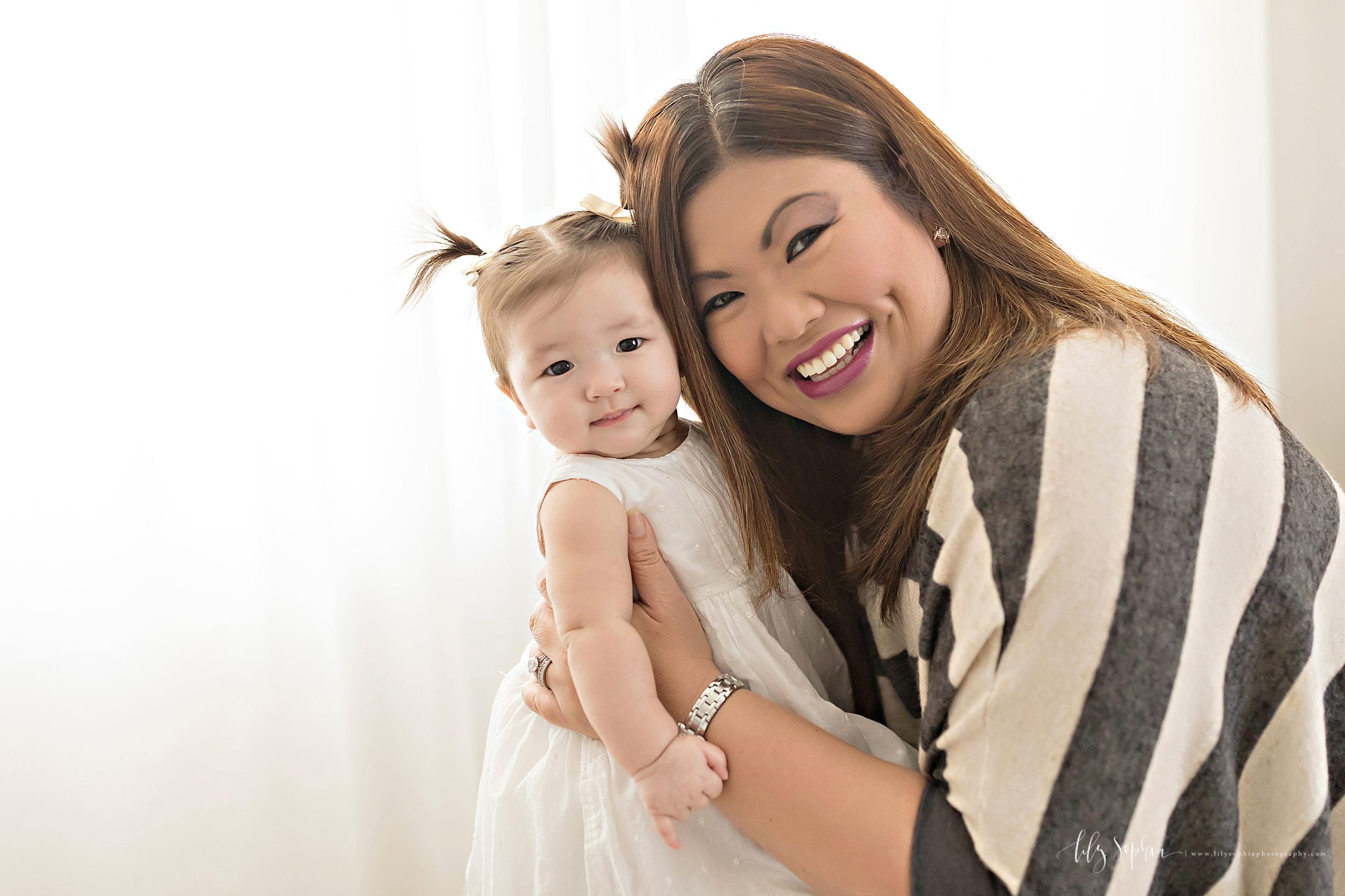atlanta-midtown-brookhaven-decatur-lily-sophia-photography-photographer-portraits-grant-park-studio-six-month-milestone-baby-girl-big-sister-family_0110.jpg