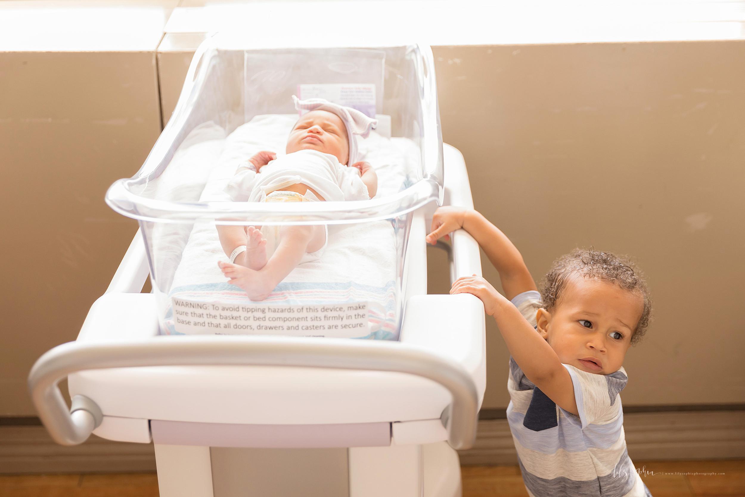 atlanta-midtown-brookhaven-decatur-lily-sophia-photography-photographer-portraits-grant-park-family-atlanta-medical-center-fresh-48-hospital-newborn-photos-lifestyle-big-brothers_0055.jpg