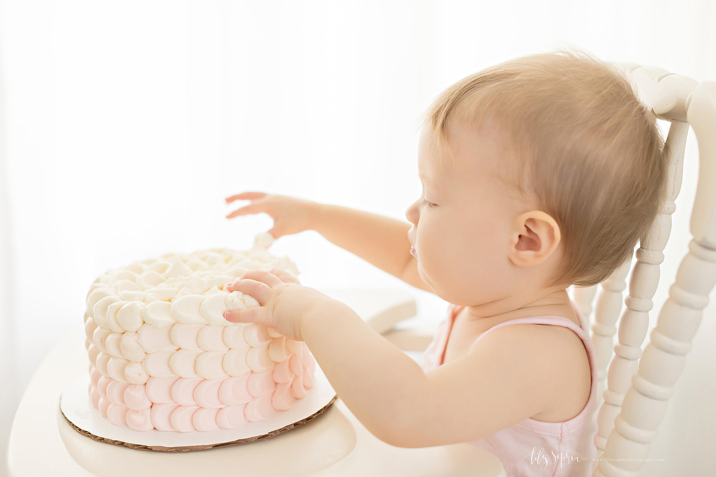 atlanta-midtown-sandy-springs-decatur-lily-sophia-photography-photographer-first-birthday-cake-smash-baby-girl_0211.jpg