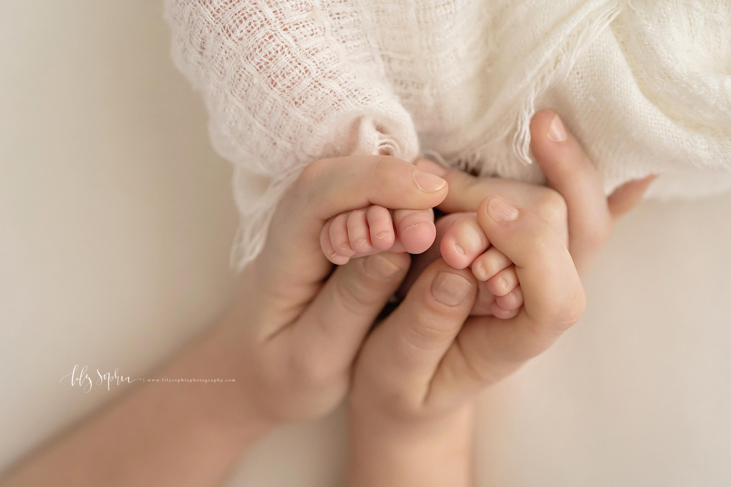 atlanta-midtown-brookhaven-ashford-dunwoody-virginia-highlands-roswell-decatur-lily-sophia-photography-newborn-baby-boy-big-brother-family-studio-session_0611.jpg