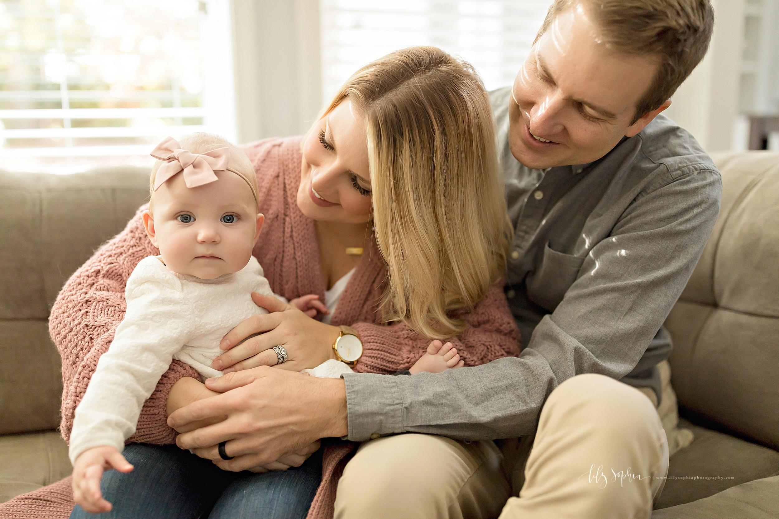 atlanta-midtown-brookhaven-ashford-dunwoody-virginia-highlands-roswell-decatur-lily-sophia-photography-in-home-six-month-milestone-family-lifestyle-session-sandy-springs_0651.jpg