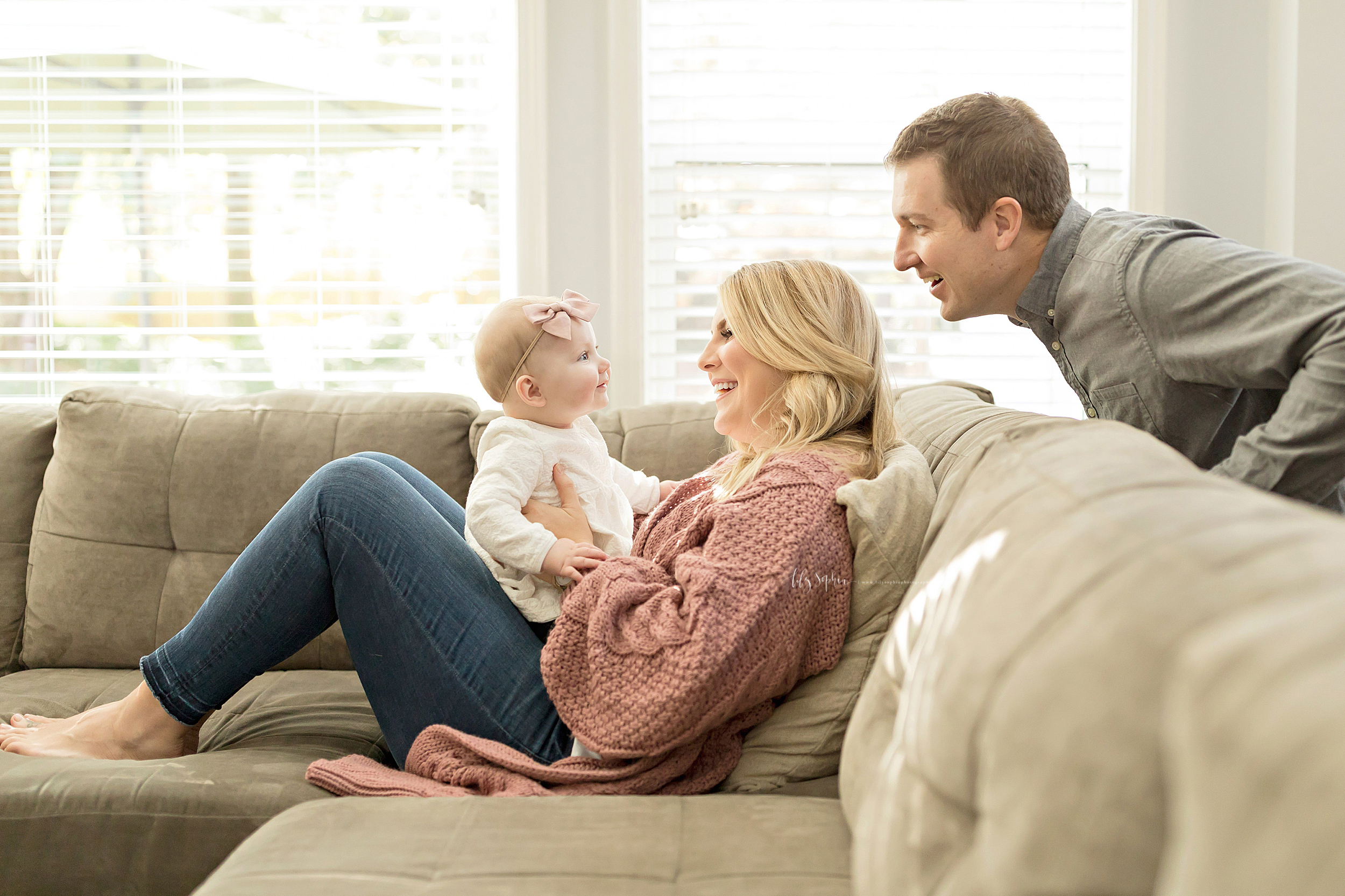 atlanta-midtown-brookhaven-ashford-dunwoody-virginia-highlands-roswell-decatur-lily-sophia-photography-in-home-six-month-milestone-family-lifestyle-session-sandy-springs_0653.jpg