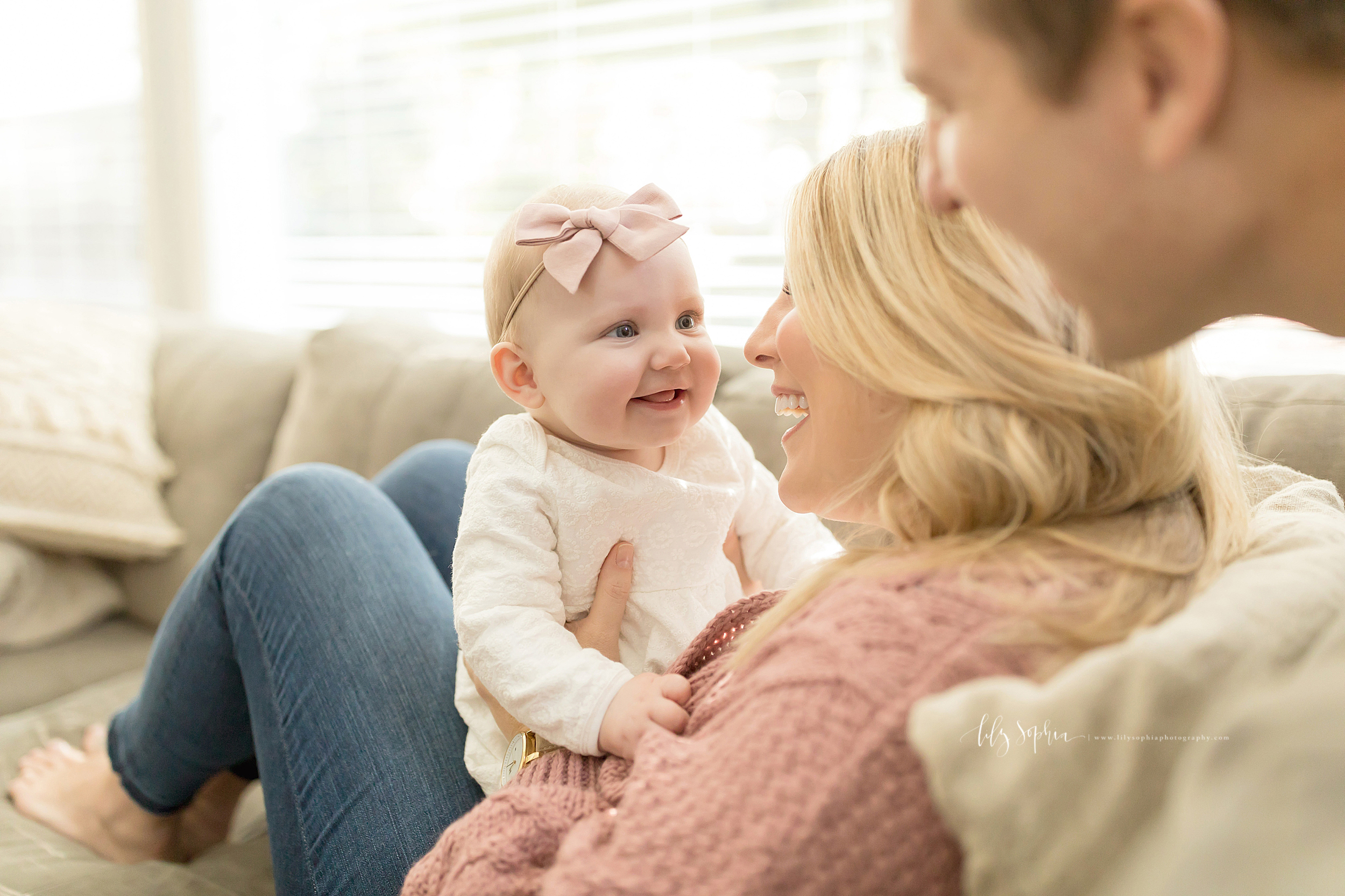 atlanta-midtown-brookhaven-ashford-dunwoody-virginia-highlands-roswell-decatur-lily-sophia-photography-in-home-six-month-milestone-family-lifestyle-session-sandy-springs_0655.jpg