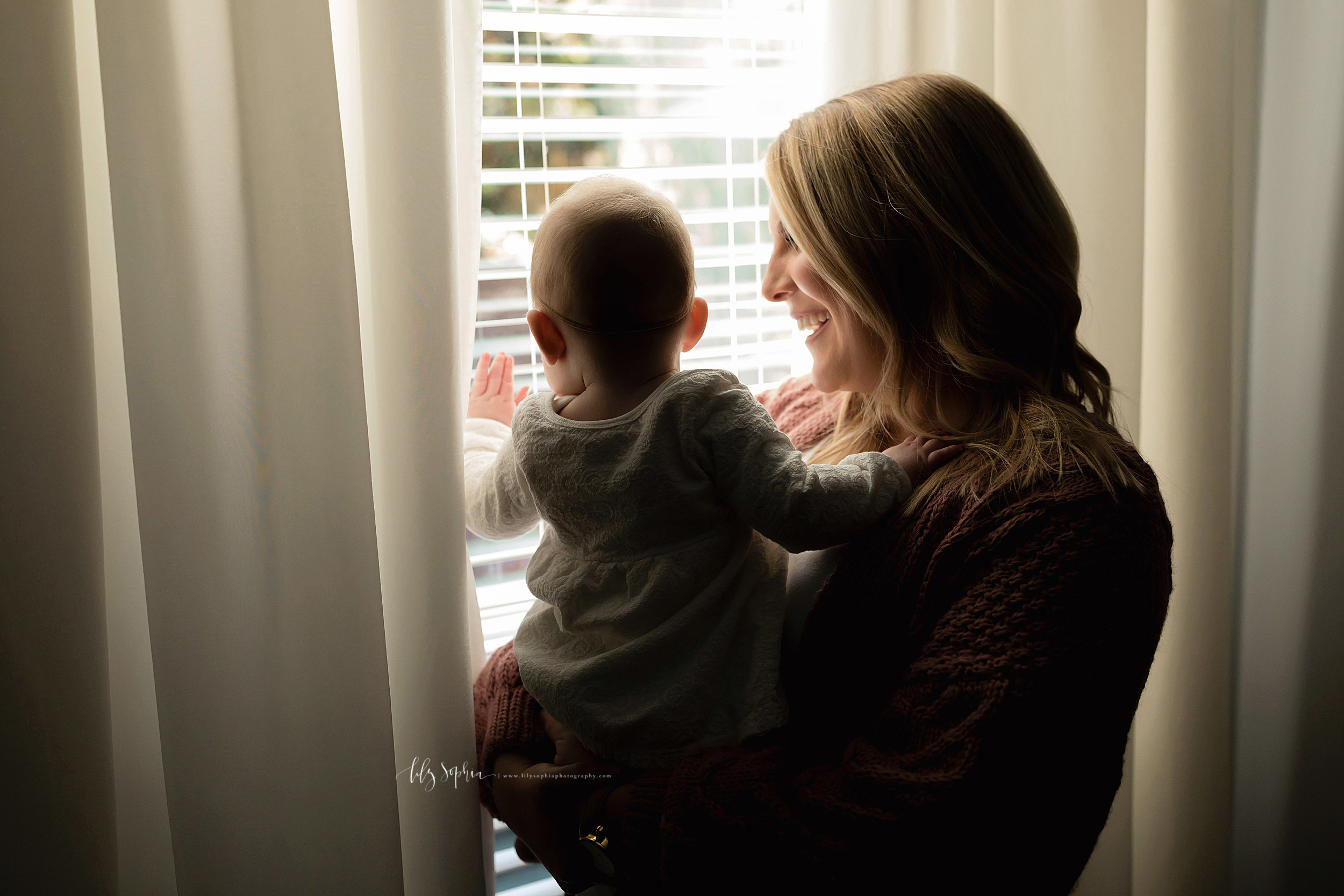atlanta-midtown-brookhaven-ashford-dunwoody-virginia-highlands-roswell-decatur-lily-sophia-photography-in-home-six-month-milestone-family-lifestyle-session-sandy-springs_0658.jpg