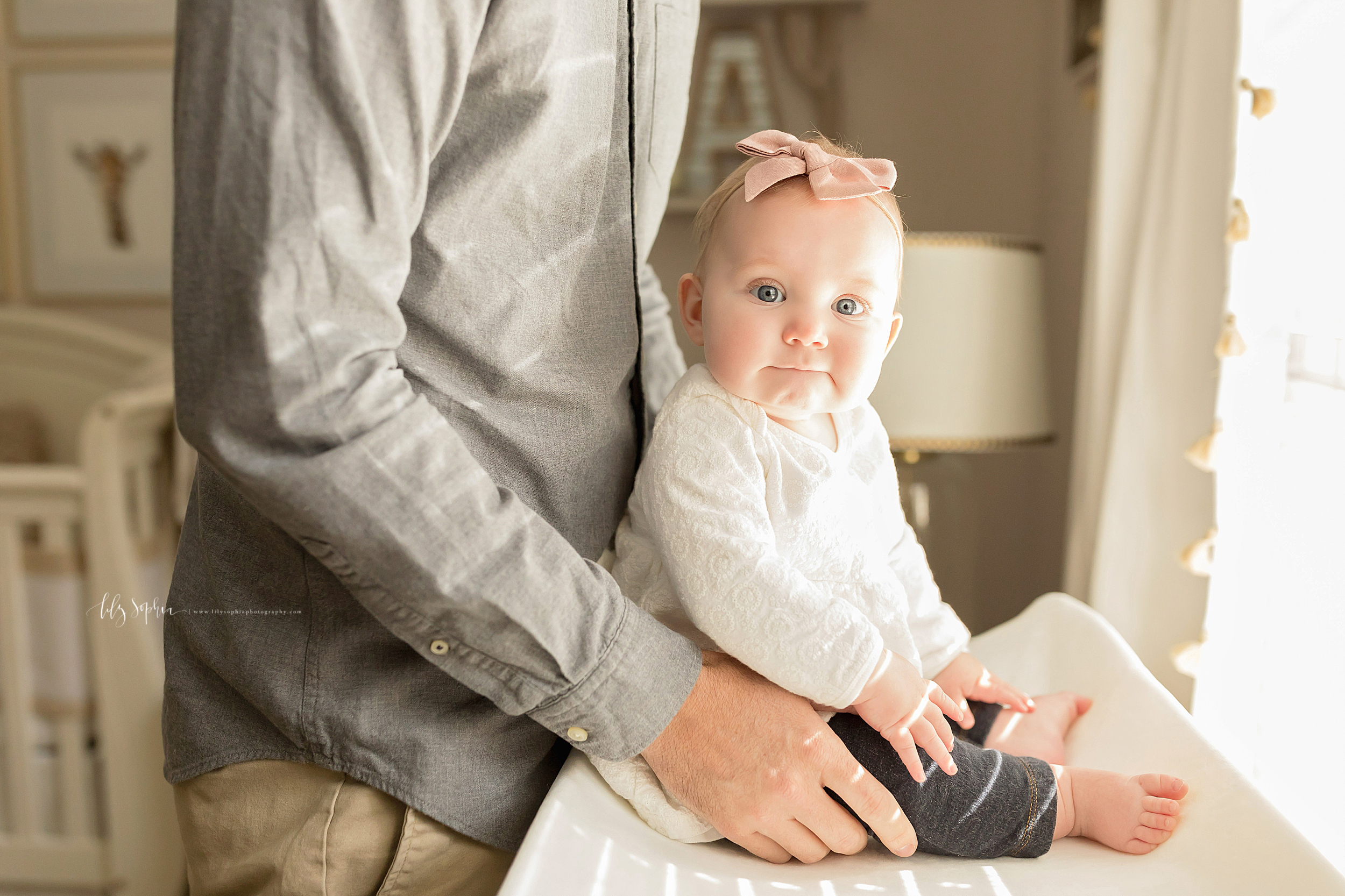 atlanta-midtown-brookhaven-ashford-dunwoody-virginia-highlands-roswell-decatur-lily-sophia-photography-in-home-six-month-milestone-family-lifestyle-session-sandy-springs_0660.jpg