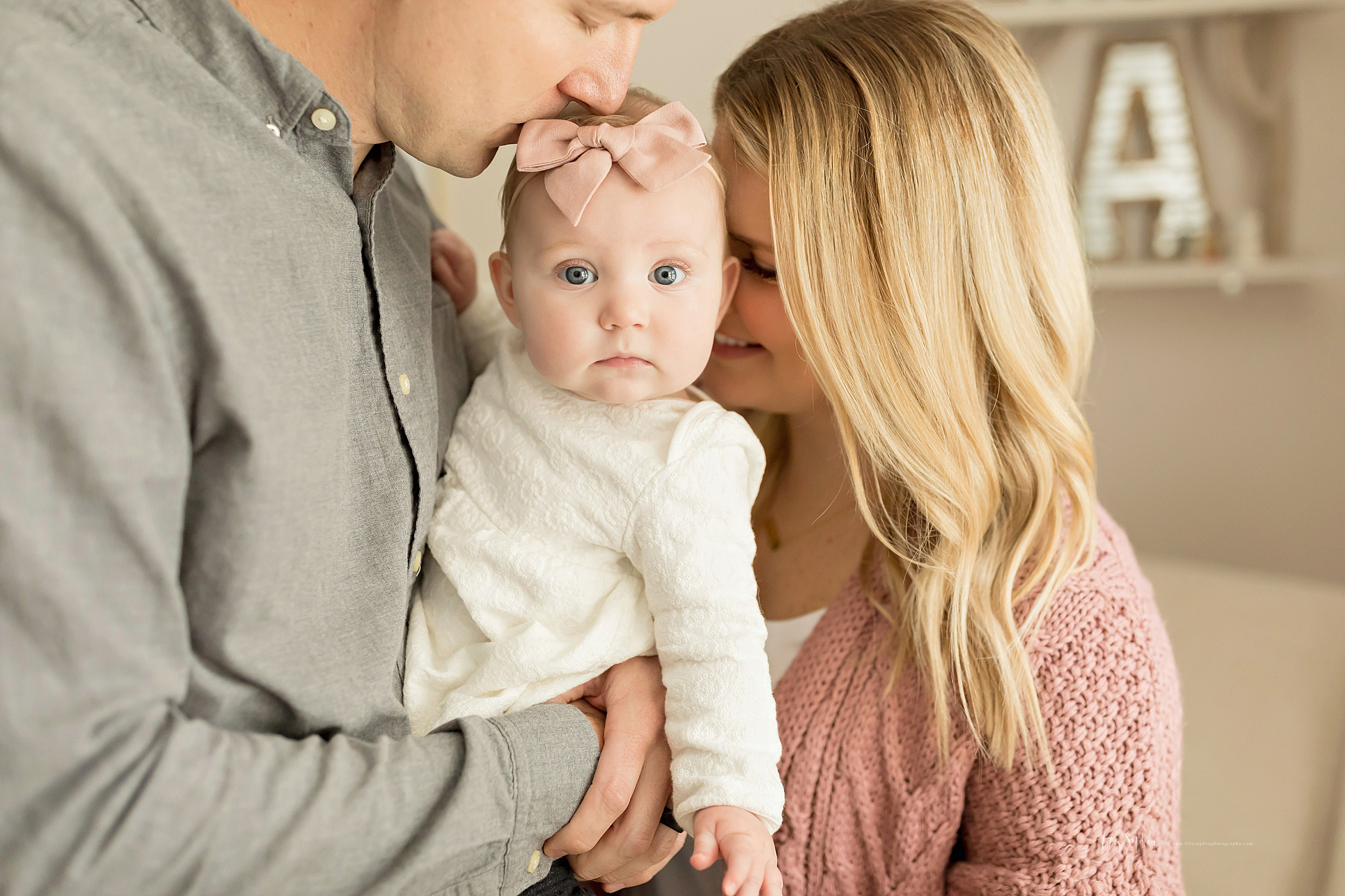 atlanta-midtown-brookhaven-ashford-dunwoody-virginia-highlands-roswell-decatur-lily-sophia-photography-in-home-six-month-milestone-family-lifestyle-session-sandy-springs_0673.jpg