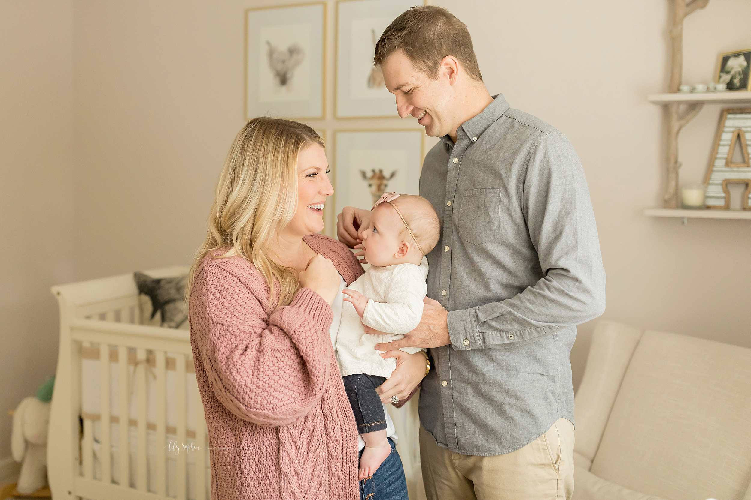 atlanta-midtown-brookhaven-ashford-dunwoody-virginia-highlands-roswell-decatur-lily-sophia-photography-in-home-six-month-milestone-family-lifestyle-session-sandy-springs_0674.jpg