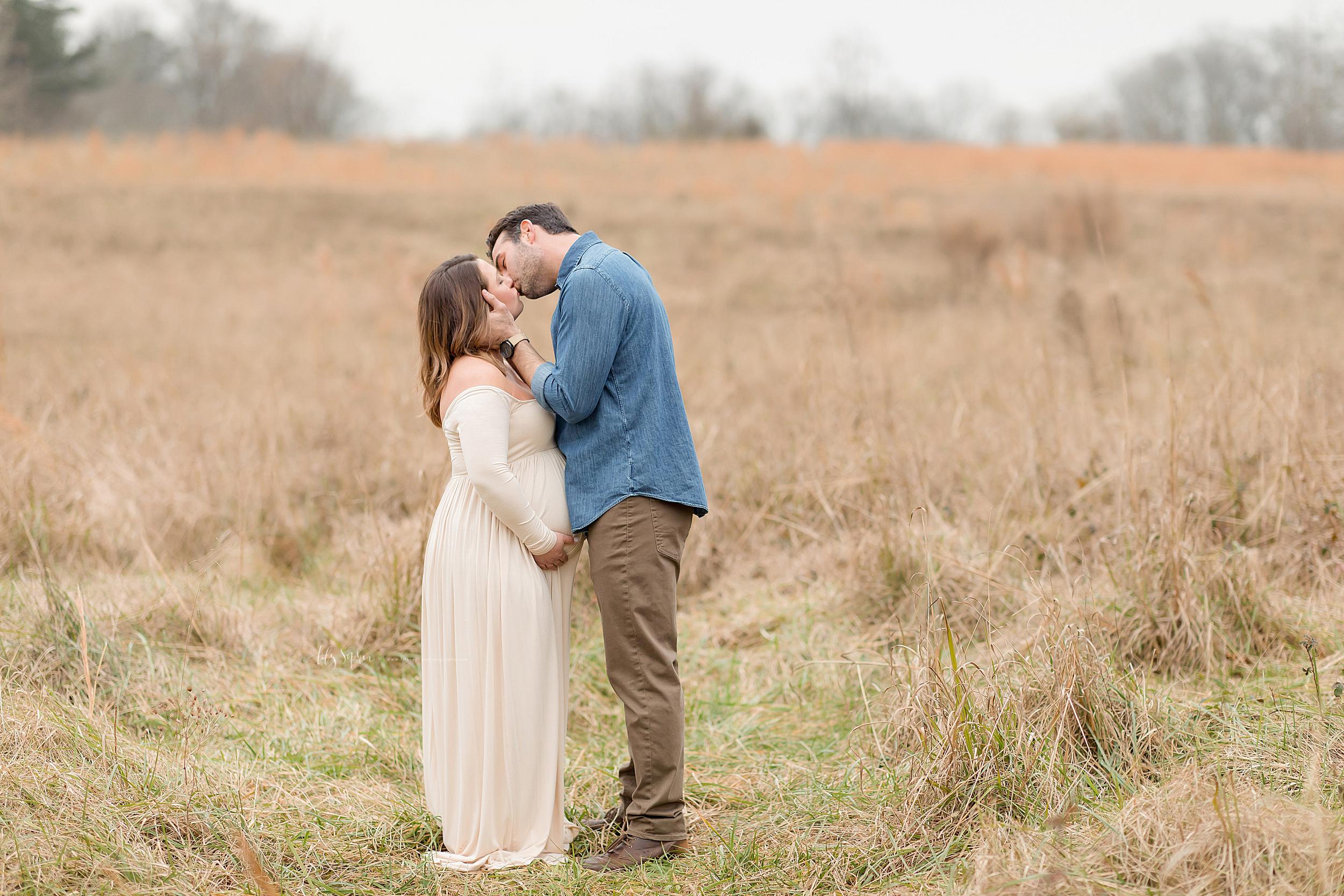 atlanta-cumming-brookhaven-alpharetta-virginia-highlands-roswell-decatur-lily-sophia-photography-outdoor-field-sunset-couples-maternity-photos_0689.jpg
