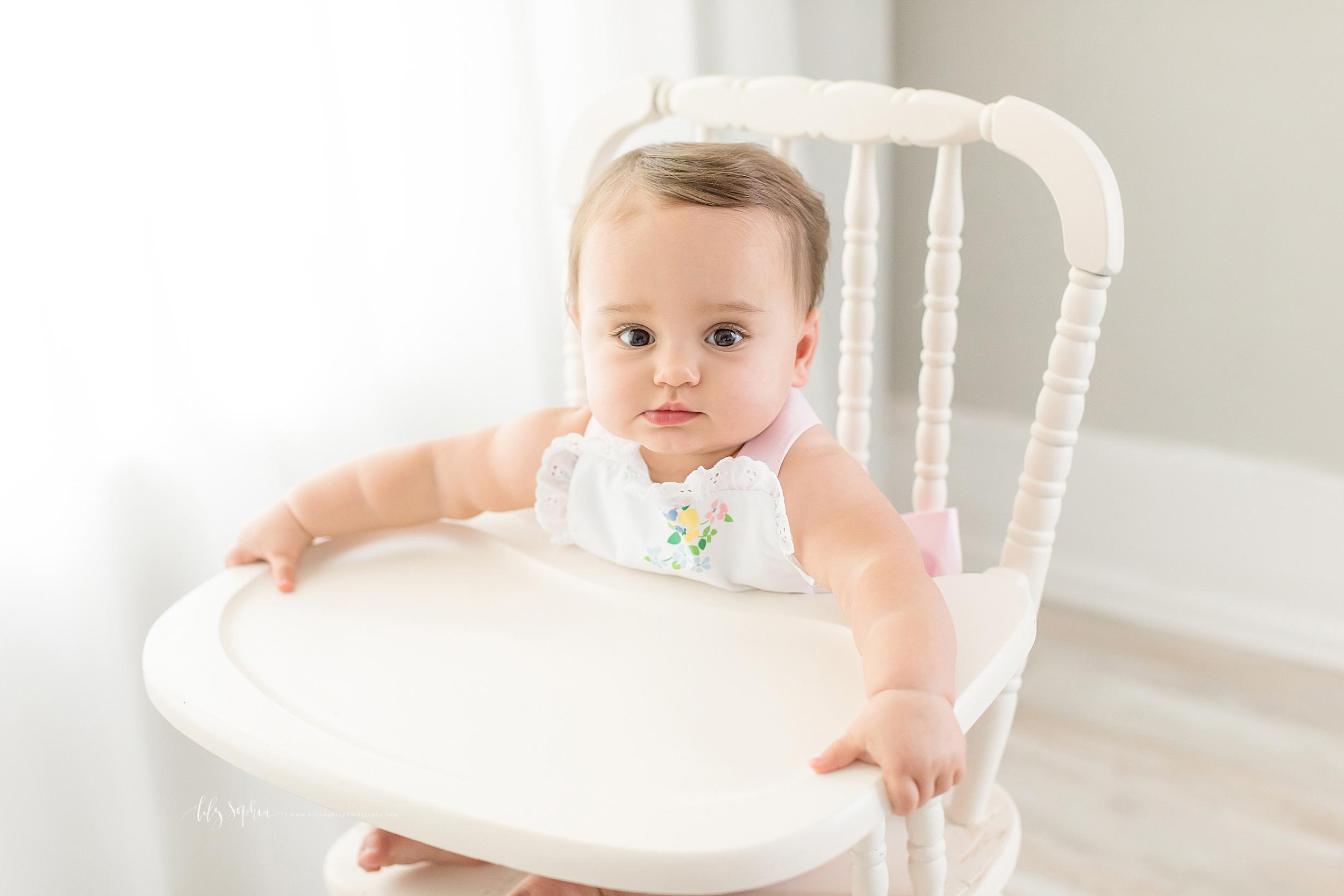 atlanta-sandy-springs-buckhead-virginia-highlands-smyrna-decatur-lily-sophia-photography-milestone-first-birthday-one-toddler-girl-family-atlanta-cake-smash_0893.jpg