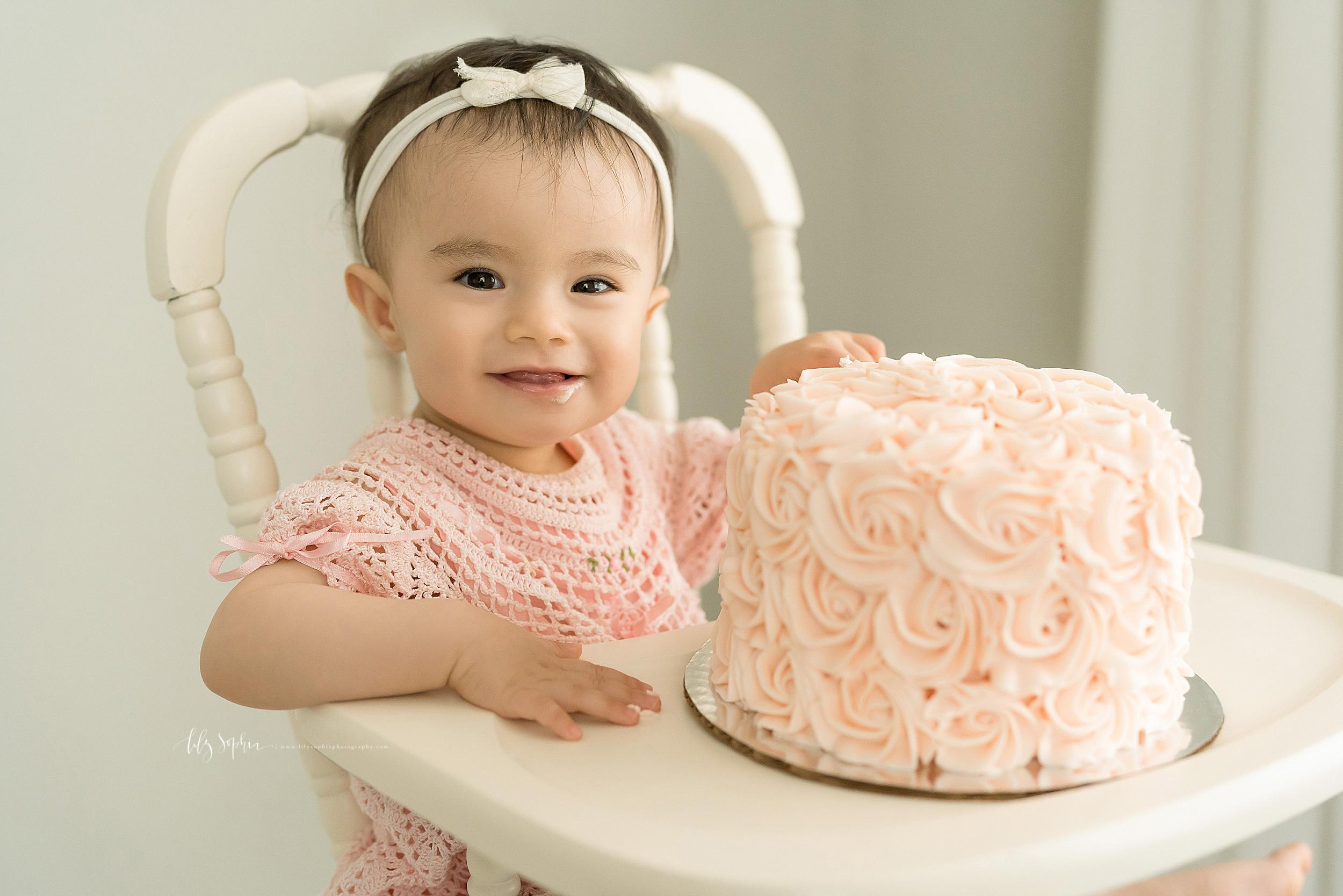 atlanta-sandy-springs-brookhaven-virginia-highlands-smyrna-decatur-lily-sophia-photography-milestone-first-birthday-toddler-girl-family-atlanta-cake-smash_0874.jpg
