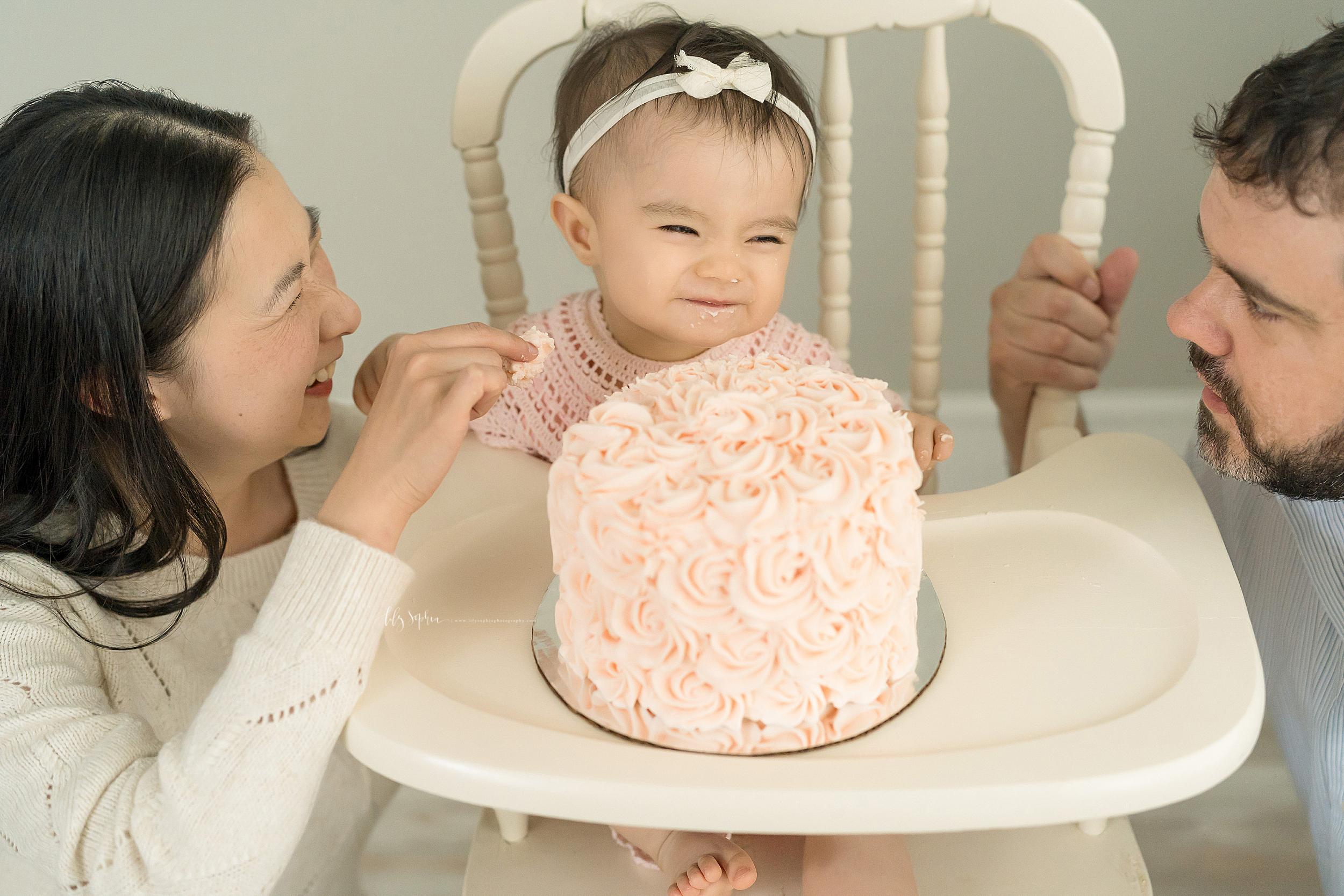atlanta-sandy-springs-brookhaven-virginia-highlands-smyrna-decatur-lily-sophia-photography-milestone-first-birthday-toddler-girl-family-atlanta-cake-smash_0877.jpg