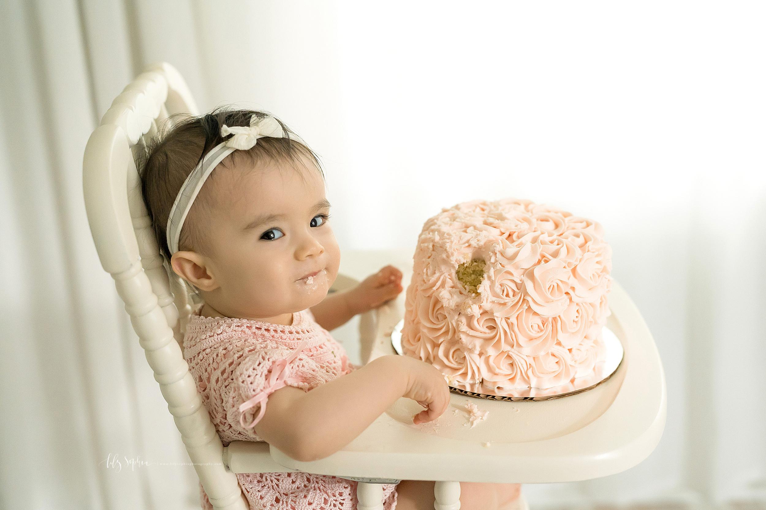 atlanta-sandy-springs-brookhaven-virginia-highlands-smyrna-decatur-lily-sophia-photography-milestone-first-birthday-toddler-girl-family-atlanta-cake-smash_0878.jpg
