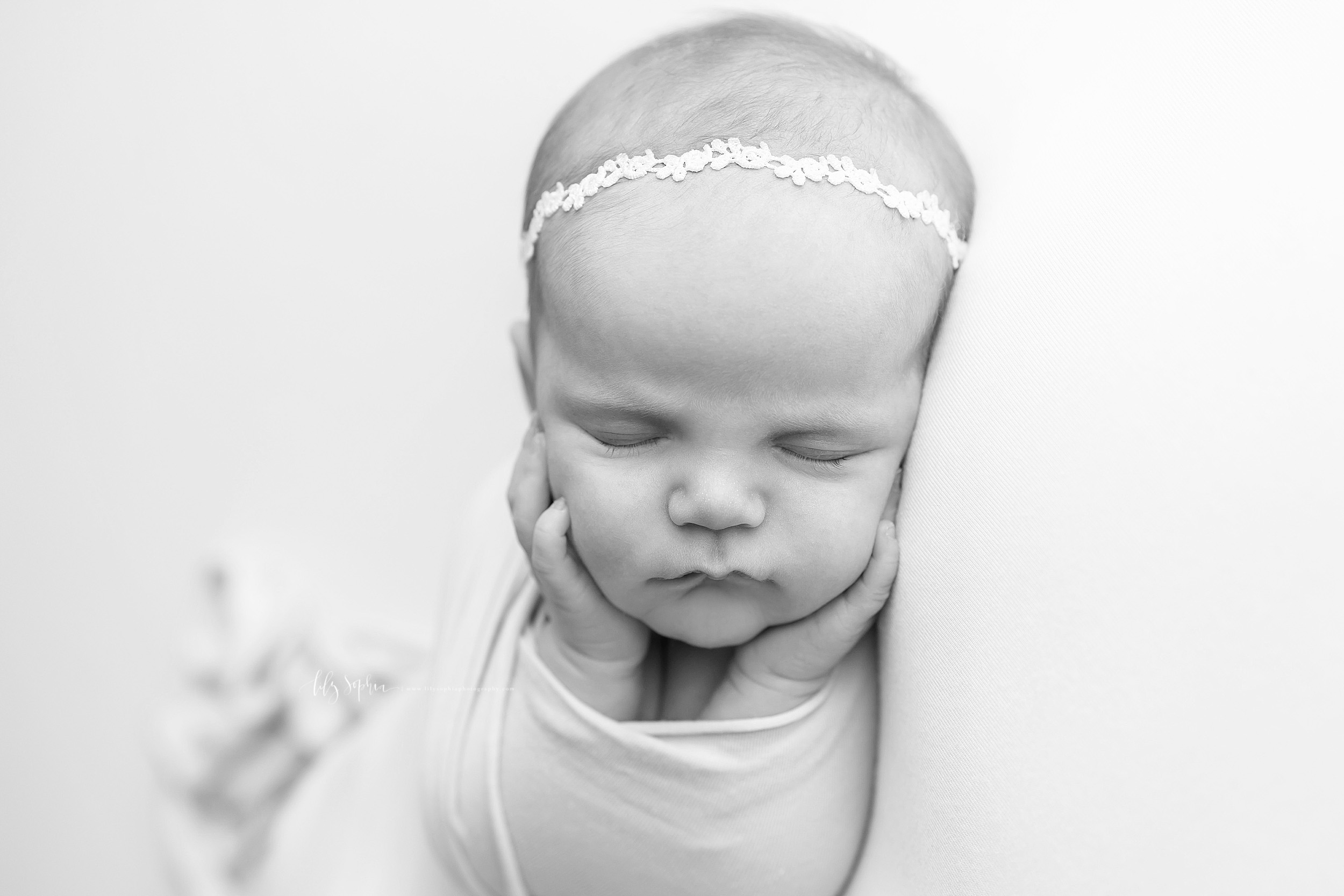 atlanta-west-end-sandy-springs-buckhead-virginia-highlands-west-end-decatur-lily-sophia-photography-studio-newborn-baby-girl-family-pictures_1002.jpg