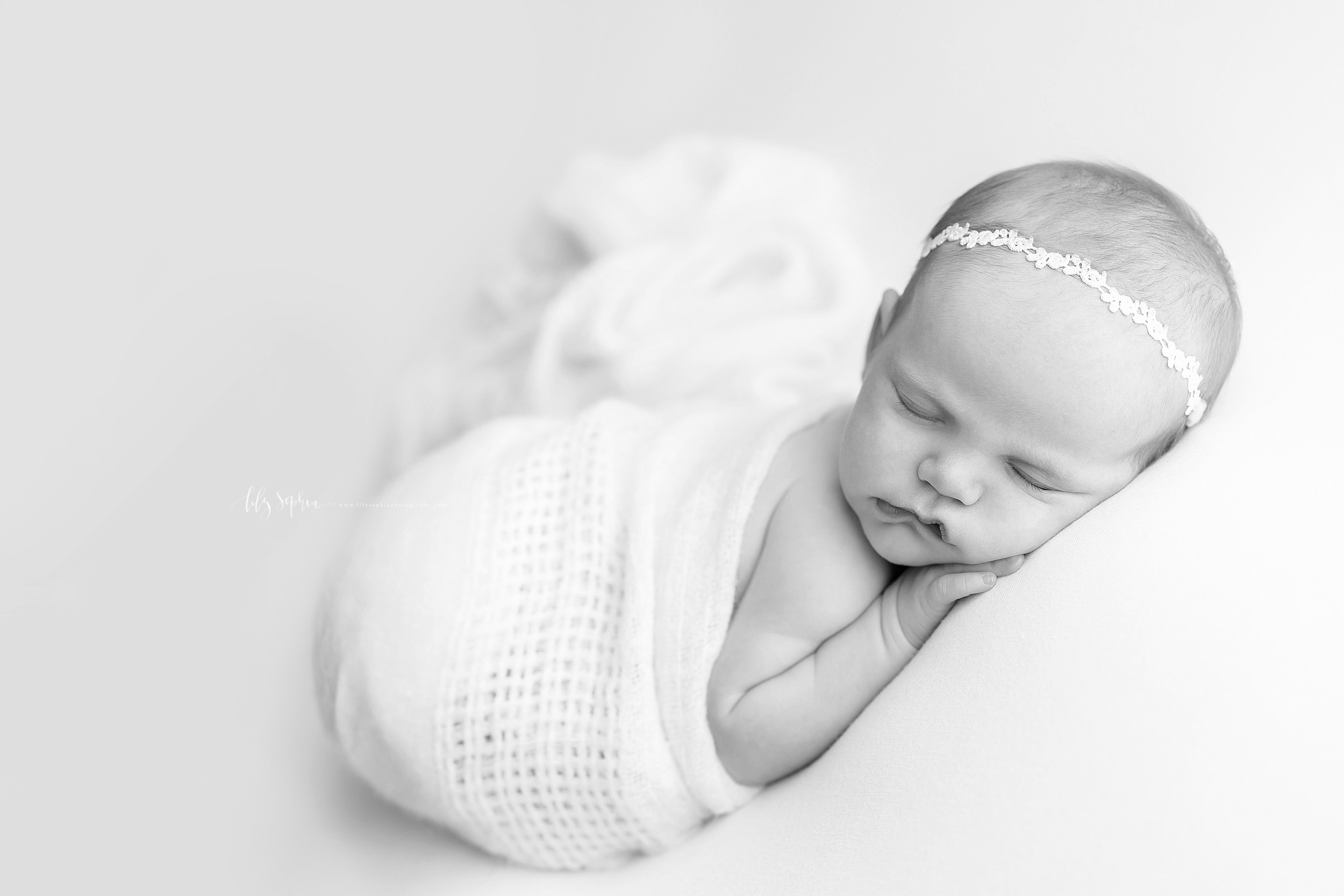 atlanta-west-end-sandy-springs-buckhead-virginia-highlands-west-end-decatur-lily-sophia-photography-studio-newborn-baby-girl-family-pictures_1004.jpg