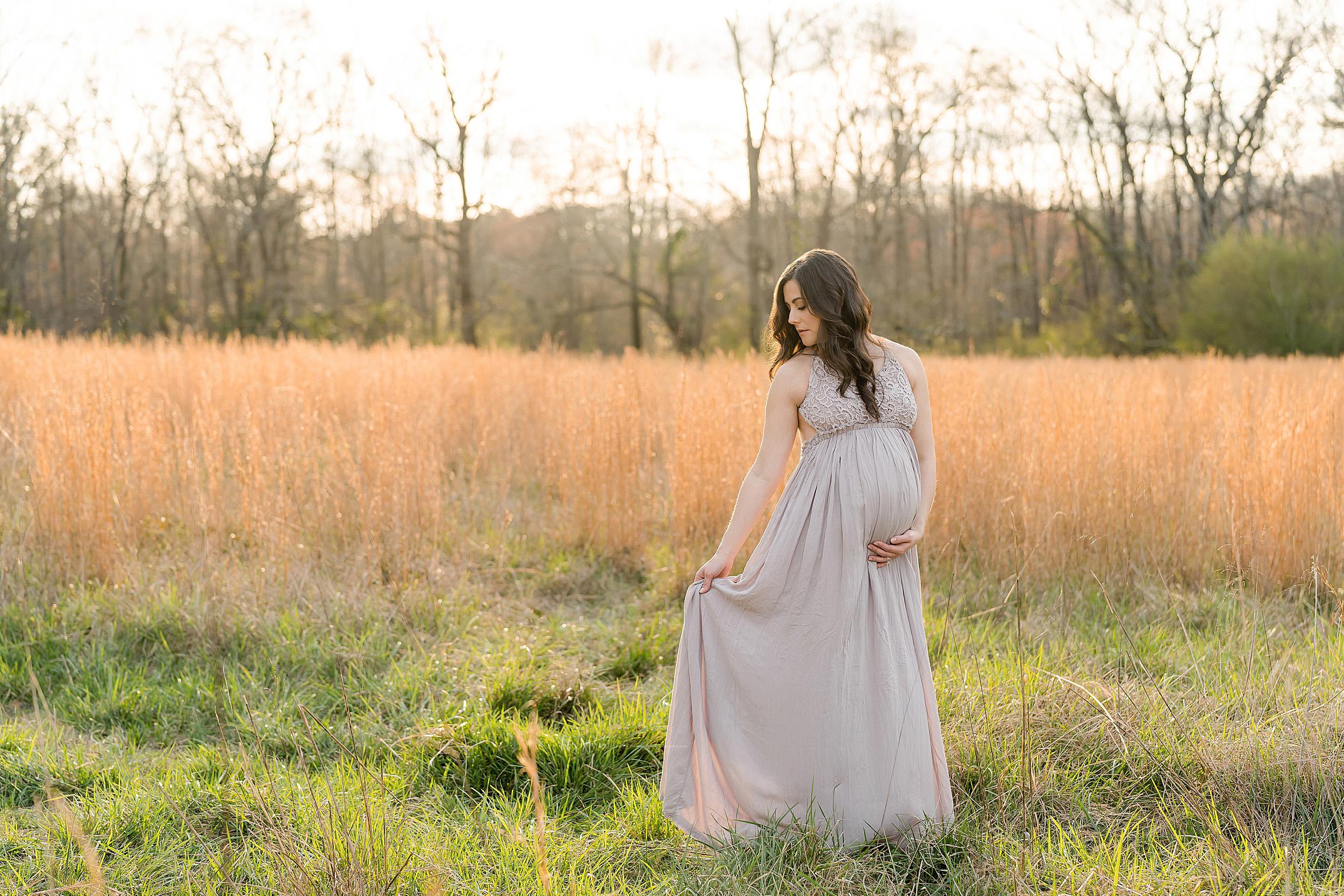 atlanta-brookhaven-alpharetta-sandy-springs-buckhead-virginia-highlands-west-end-decatur-lily-sophia-photography-outdoor-field-sunset-couples-maternity-photos-expecting-baby-girl_1084.jpg