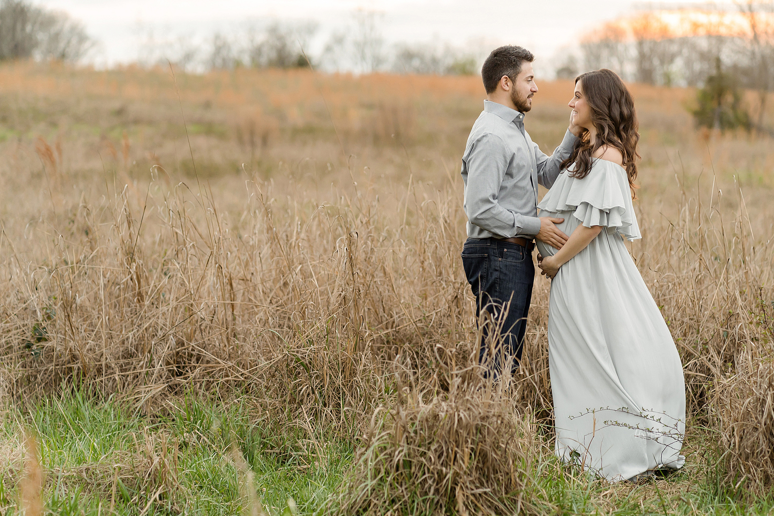 atlanta-brookhaven-alpharetta-sandy-springs-buckhead-virginia-highlands-west-end-decatur-lily-sophia-photography-outdoor-field-sunset-couples-maternity-photos-expecting-baby-girl_1096.jpg