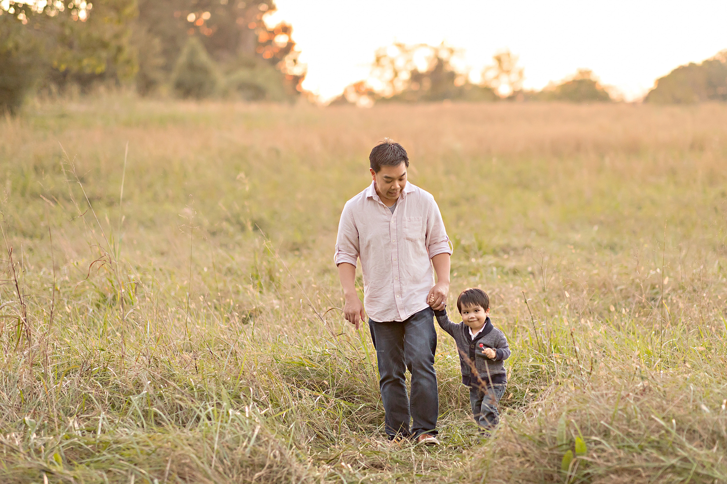 atlanta-peachtree-hills-alpharetta-sandy-springs-buckhead-virginia-highlands-west-end-decatur-lily-sophia-photography-outdoor-sunset-field-second-birthday-toddler-boy-family-photos_1170.jpg