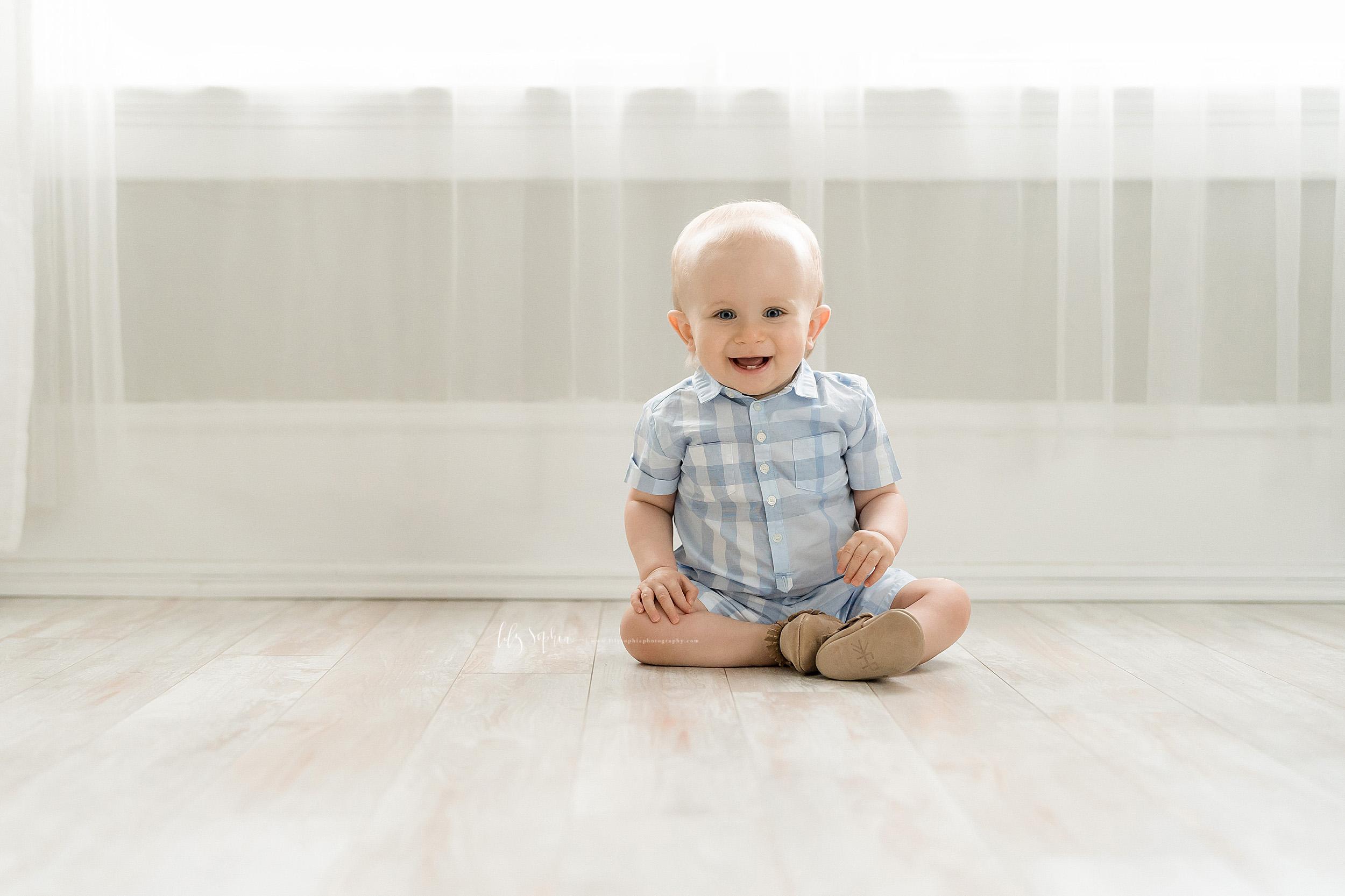 atlanta-brookhaven-alpharetta-sandy-springs-buckhead-virginia-highlands-west-end-decatur-lily-sophia-photography-studio-first-birthday-cake-smash-toddler-baby-boy-family-photos_1138.jpg