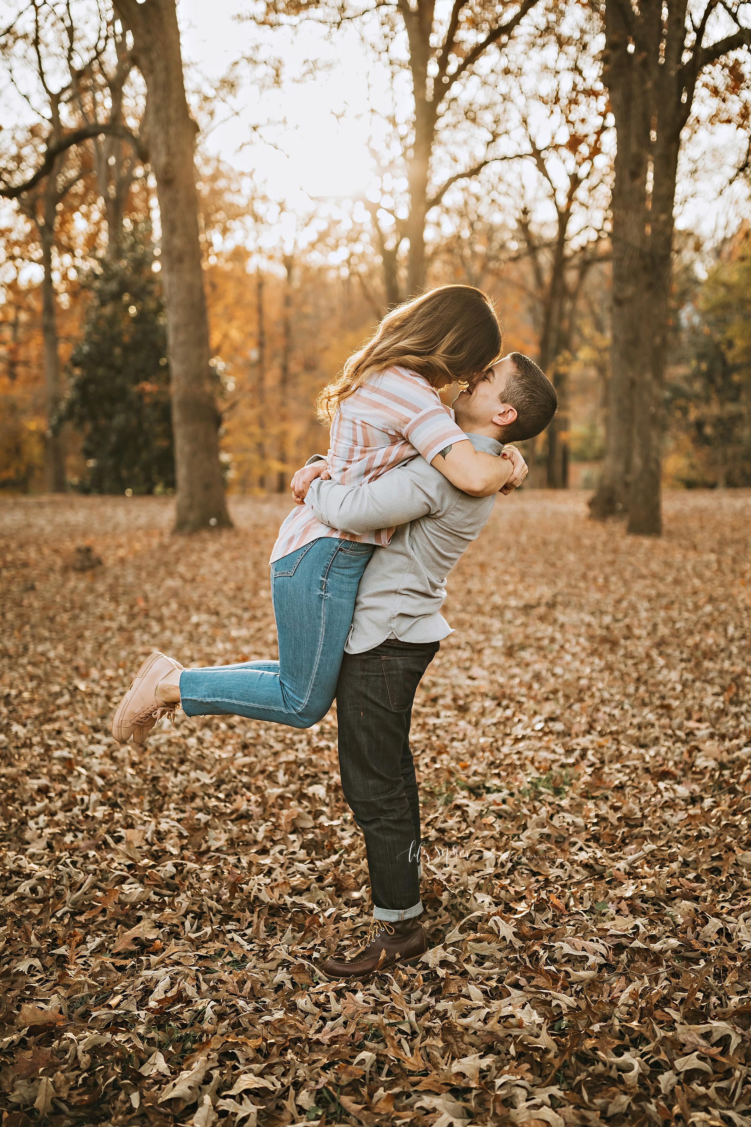 atlanta-reynoldstown-peoplestown-decatur-sandy-springs-buckhead-virginia-highlands-west-end-decatur-lily-sophia-photography-outdoor-fall-couples-photos_1476.jpg