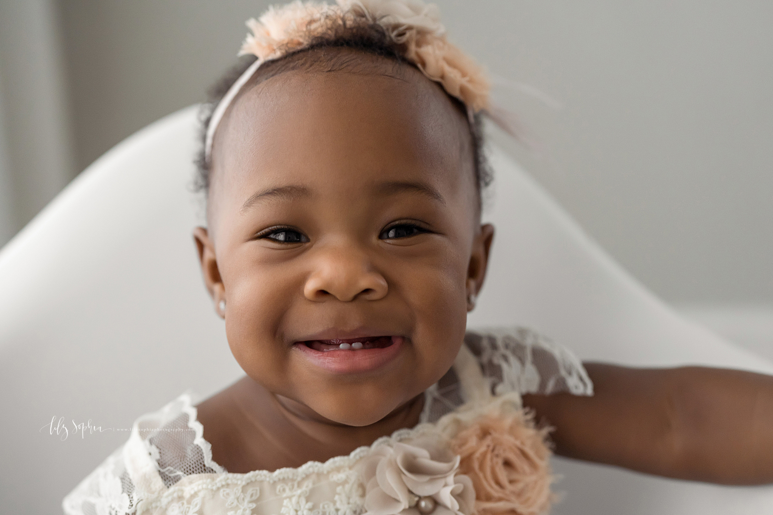 atlanta-decatur-candler-park-sandy-springs-buckhead-virginia-highlands-west-end-decatur-lily-sophia-photography-studio-one-year-old-baby-girl-first-birthday-cake-smash-toddler-big-brother-family-parents-session_1868.jpg