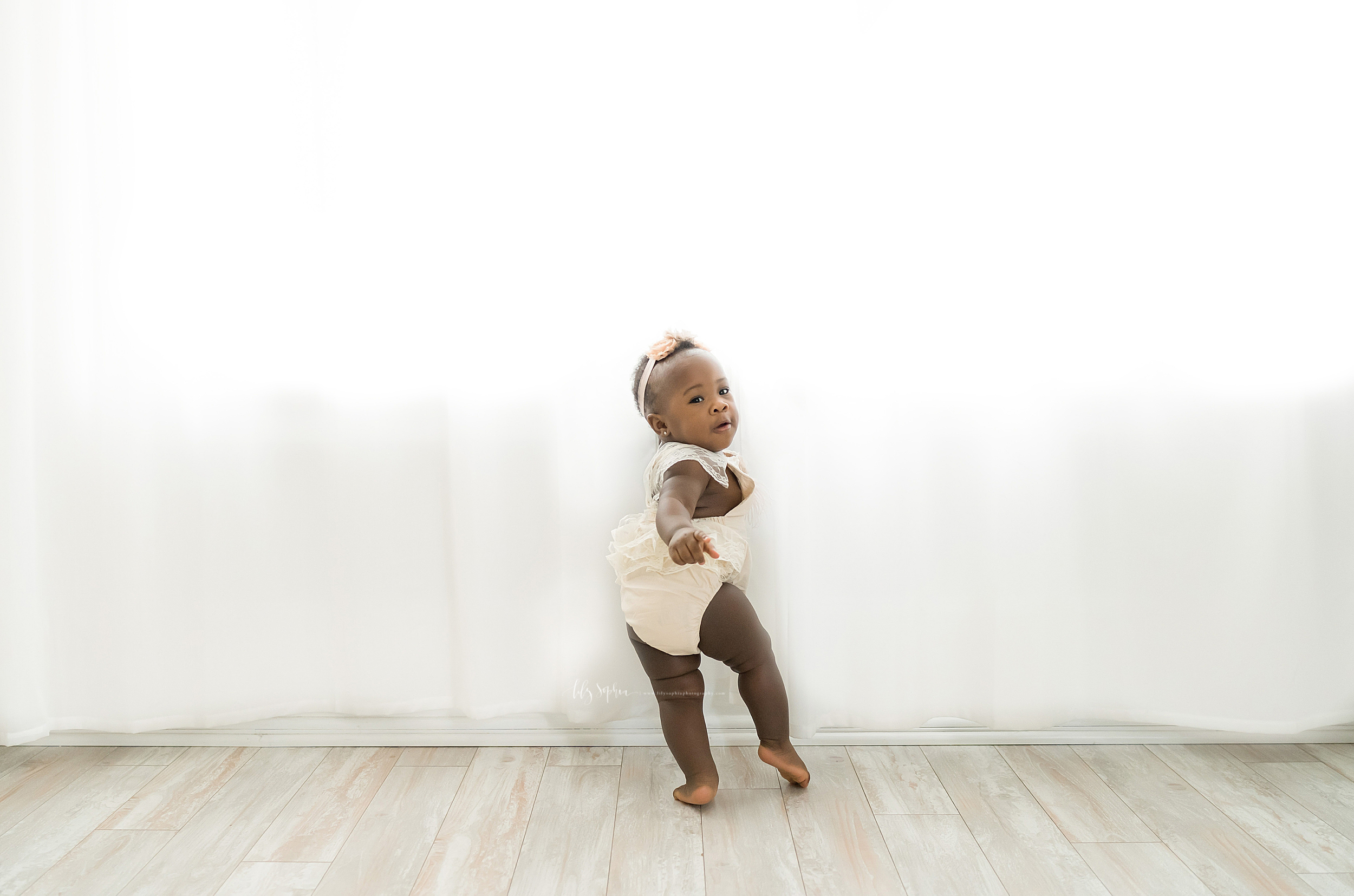 atlanta-decatur-candler-park-sandy-springs-buckhead-virginia-highlands-west-end-decatur-lily-sophia-photography-studio-one-year-old-baby-girl-first-birthday-cake-smash-toddler-big-brother-family-parents-session_1875.jpg
