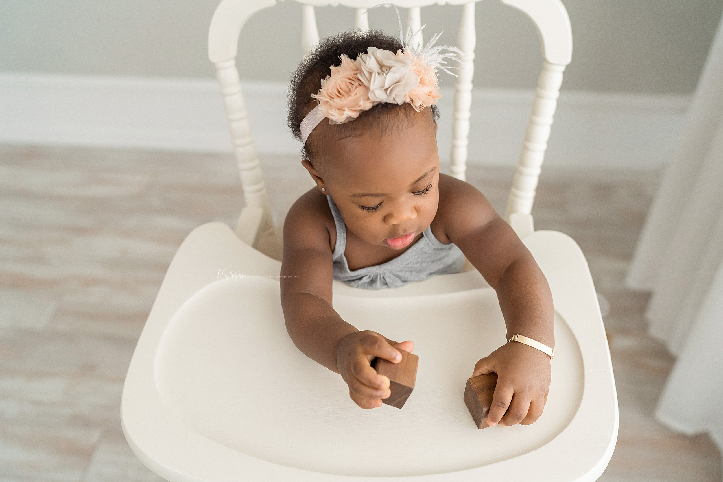 atlanta-decatur-candler-park-sandy-springs-buckhead-virginia-highlands-west-end-decatur-lily-sophia-photography-studio-one-year-old-baby-girl-first-birthday-cake-smash-toddler-big-brother-family-parents-session_1878.jpg