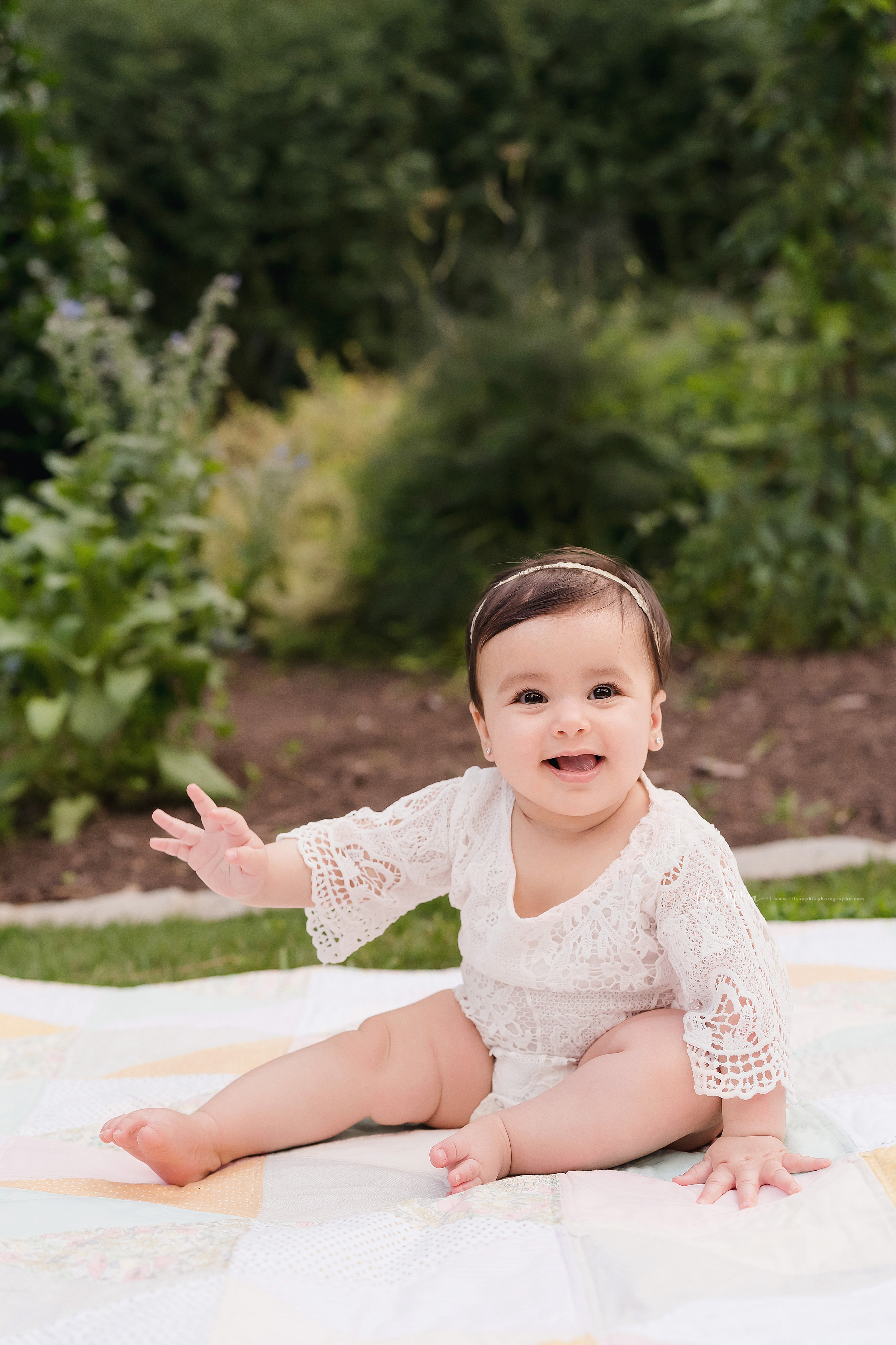 atlanta-decatur-candler-park-sandy-springs-buckhead-virginia-highlands-west-end-decatur-lily-sophia-gardens-sitting-milestone-baby-girl-family-session_1911.jpg