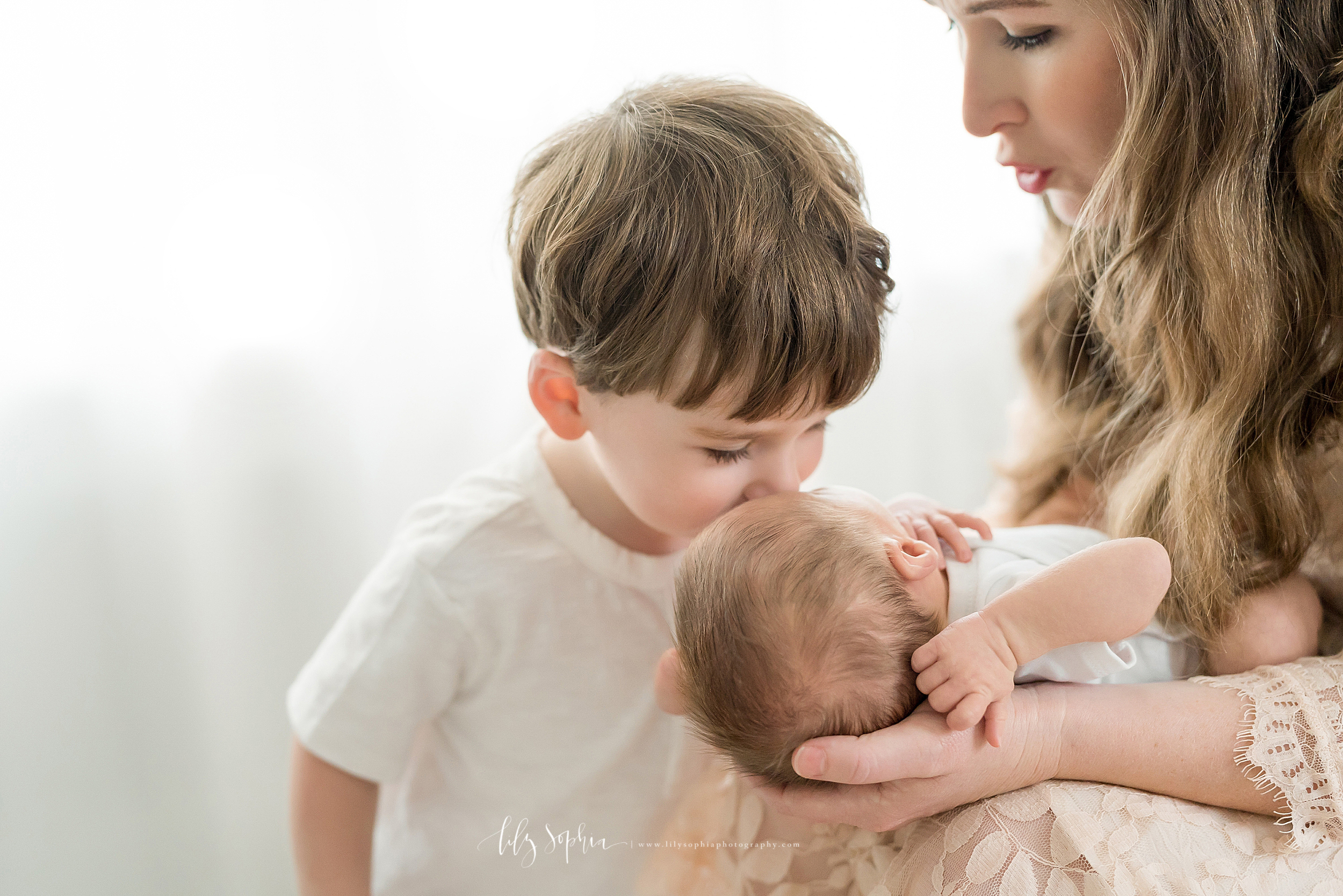 atlanta-decatur-candler-park-sandy-springs-buckhead-virginia-highlands-west-end-decatur-lily-sophia-newborn-baby-boy-big-brother-family-session_1929.jpg