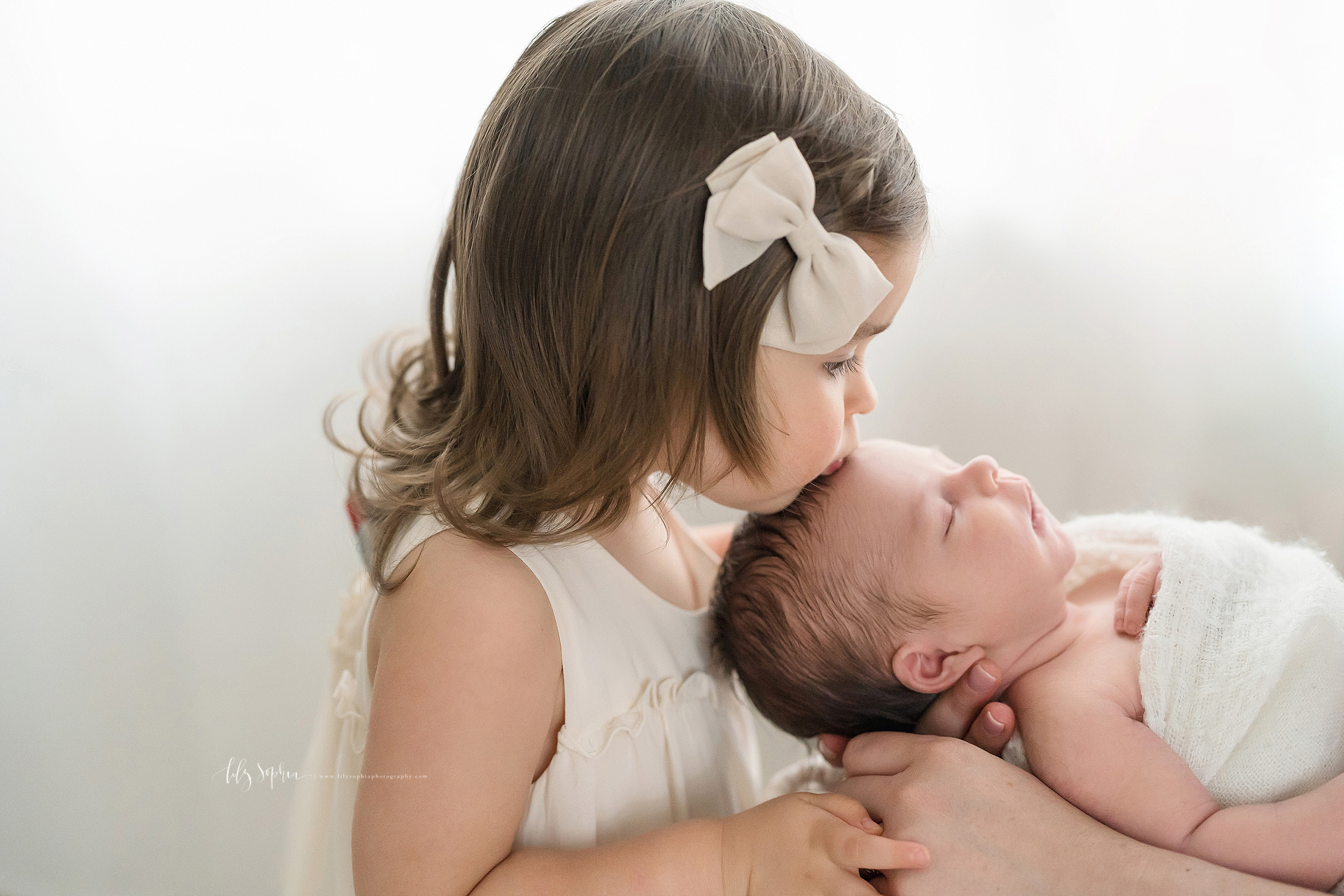 atlanta-decatur-candler-park-sandy-springs-buckhead-virginia-highlands-west-end-decatur-lily-sophia-photography-newborn-baby-boy-big-sister-family-photos_2084.jpg