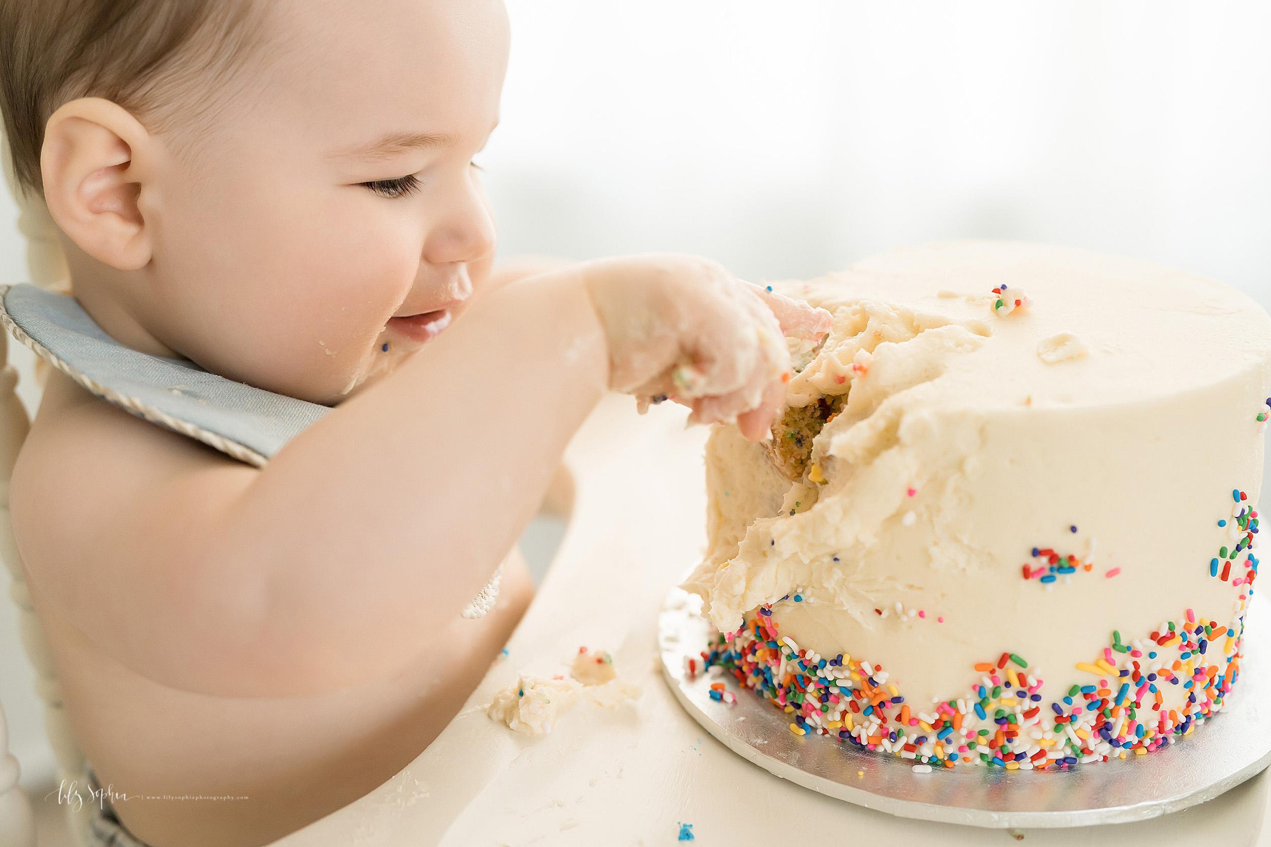 atlanta-decatur-candler-park-sandy-springs-buckhead-virginia-highlands-west-end-decatur-lily-sophia-photography-one-year-old-baby-boy-milestone-studio-family-photos-first-birthday-sprinkle-cake-smash_2222.jpg
