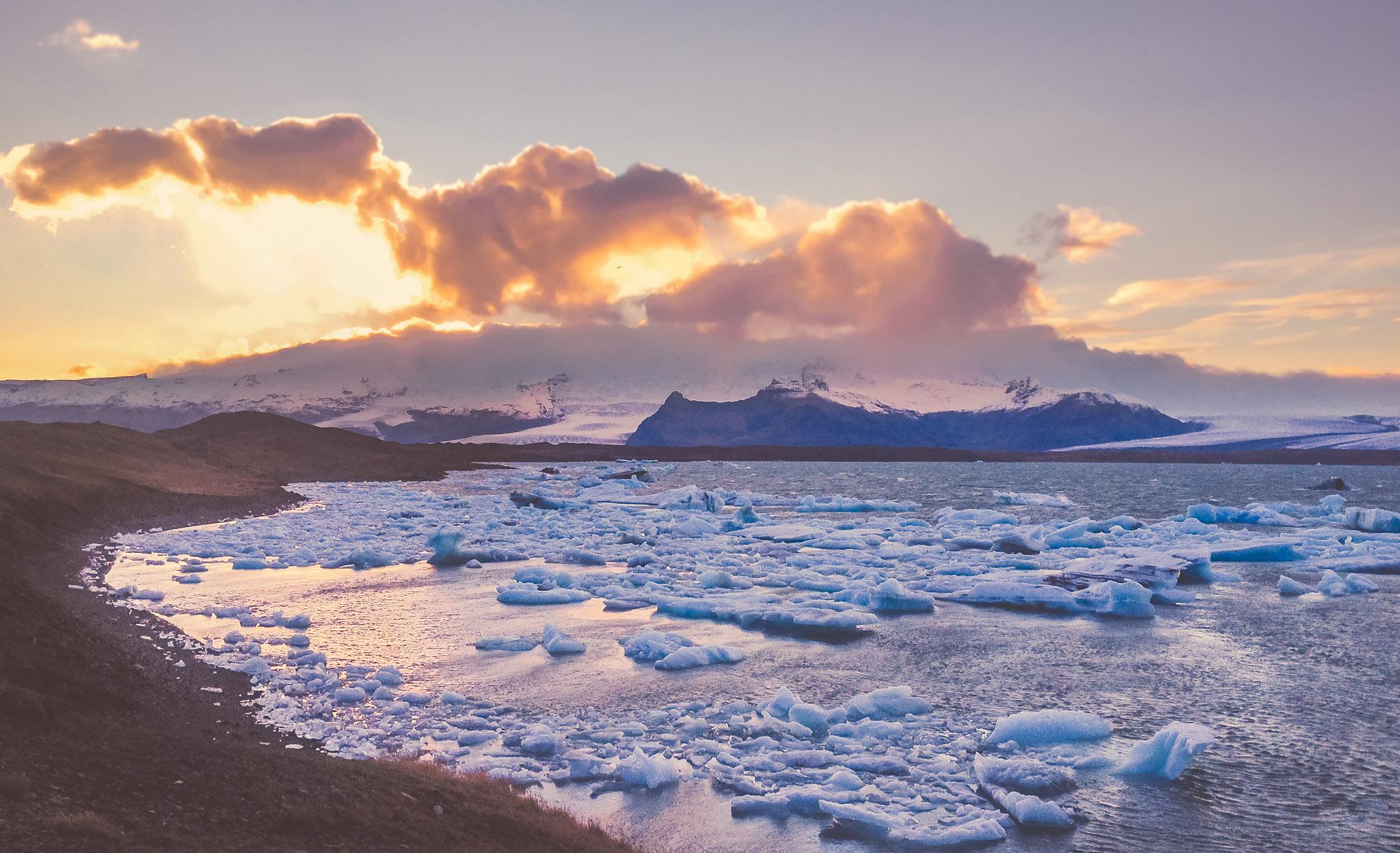 ICELAND-IPHONE-WEB-01.jpg